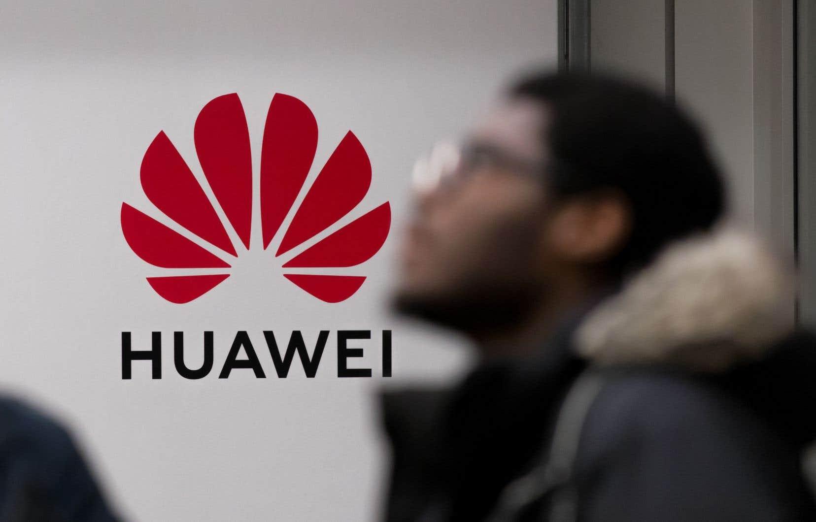 Pour la Coalition des associations de consommateurs du Québec, il s'avère que les fournisseurs de téléphonie mobile canadiens, qui vendent les appareils Huawei, ne pourront se délester des tuiles qui s'abattent sur le fabricant chinois. Guerre commerciale ou pas.