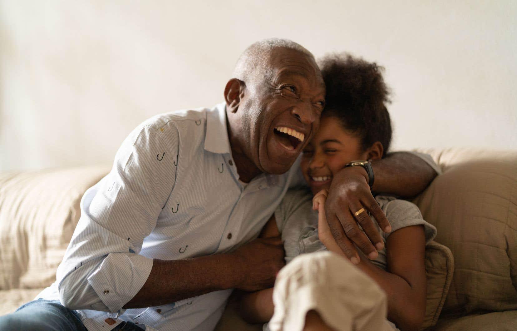 Certains chercheurs avancent que le niveau de bonheur moyen arriverait à son paroxisme à 20ans et à 70ans.