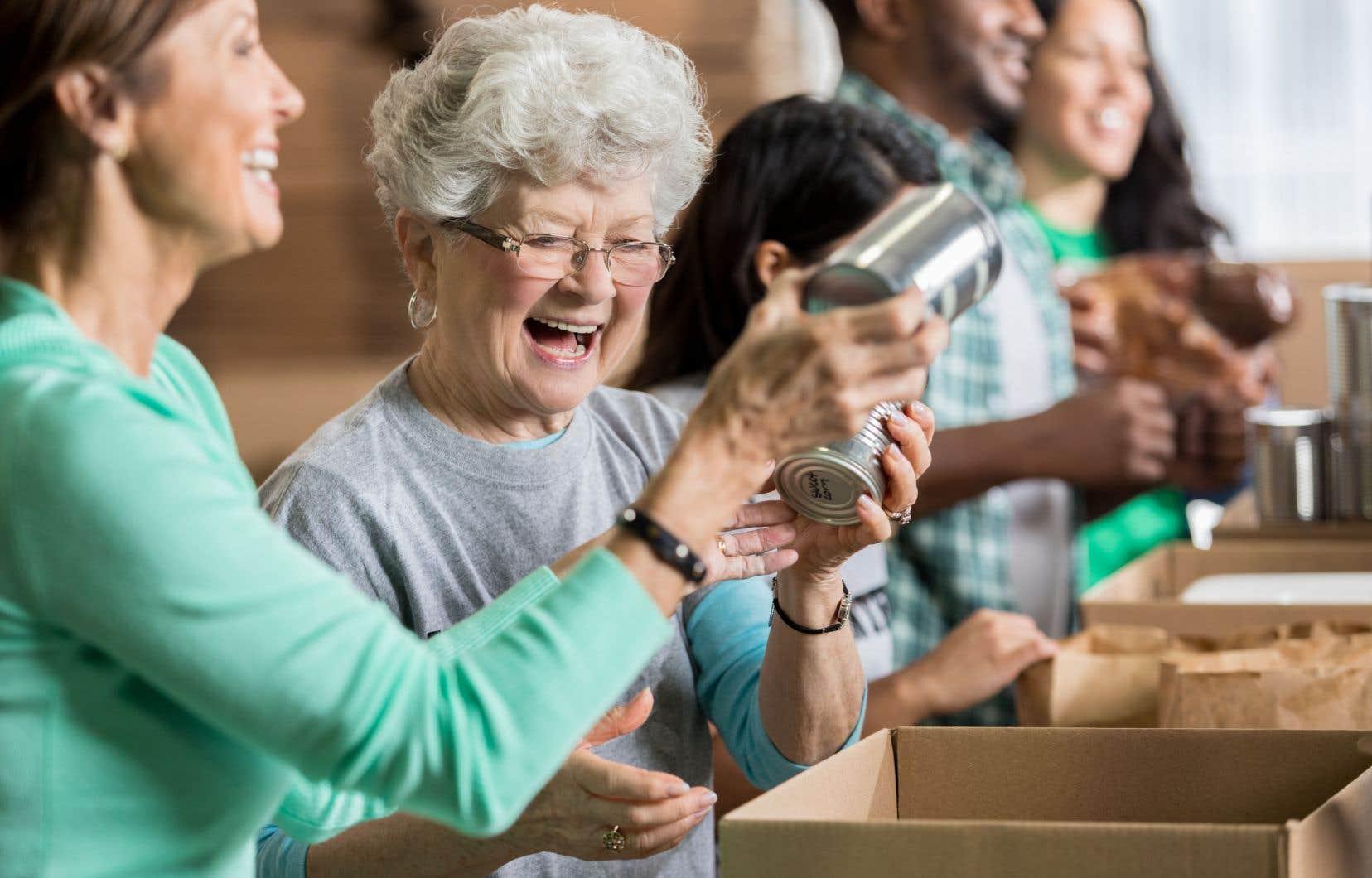 Un peu plus du quart des bénévoles sont des aînés. Il s'agit du groupe d'âge représentant la plus grande proportion des bénévoles au Québec.