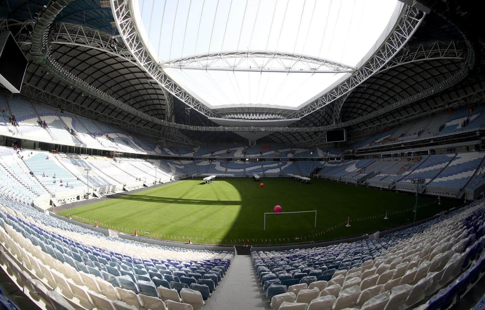 Les stades qataris (sur la photo, le stade Al-Wakrah) n'auraient pas pu accueillir les matchs de 48 équipes, la FIFA aurait du trouver un pays co-hôte.