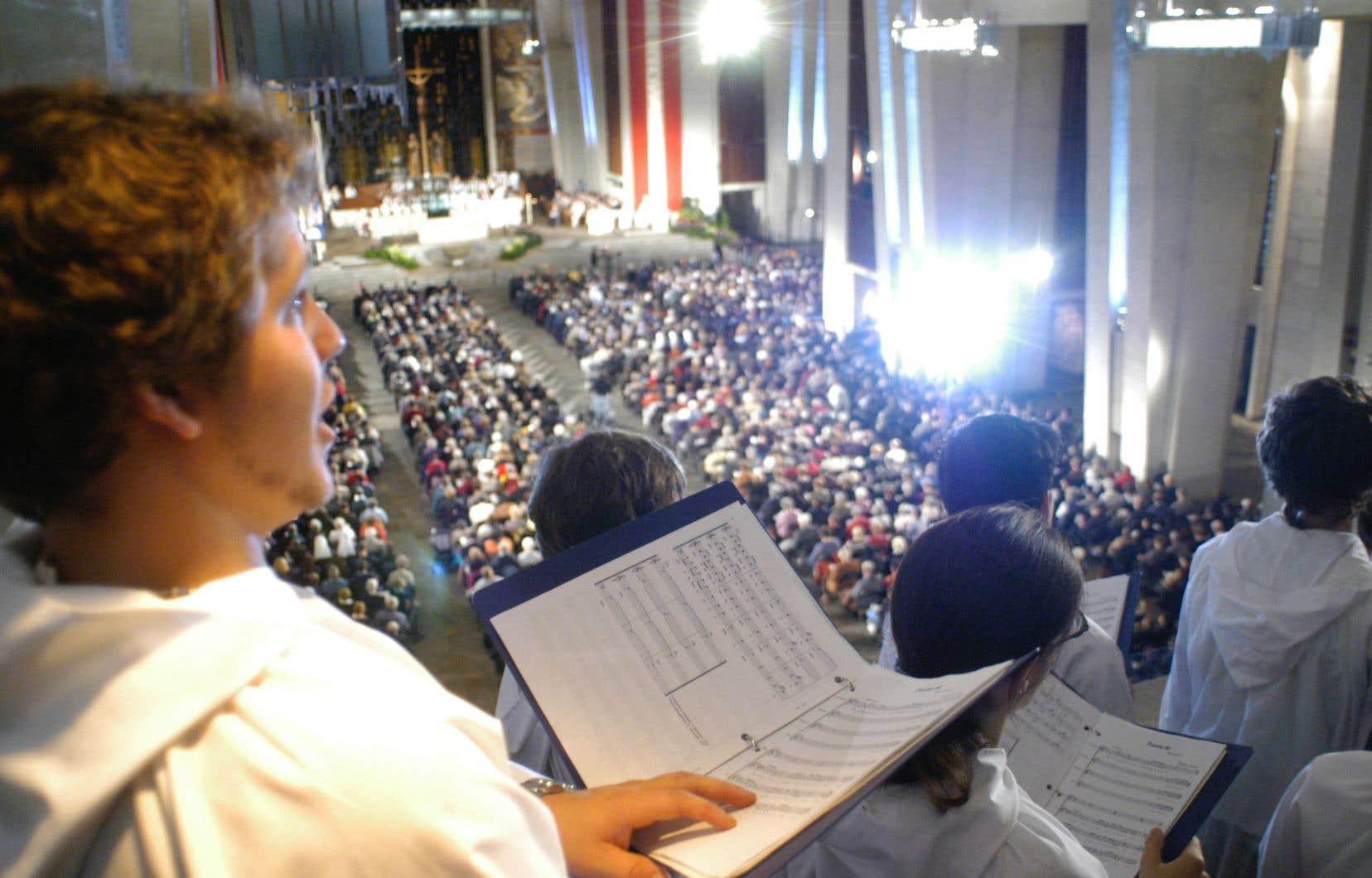 Les dirigeants des Petits Chanteurs du Mont-Royal se sont présentés au Conseil des commissaires pour plaider leur cause. Mais c'est peut-être vers le ministre de l'Éducation qu'ils devront se tourner, si l'on se fie aux réponses de la présidente de la CSDM.