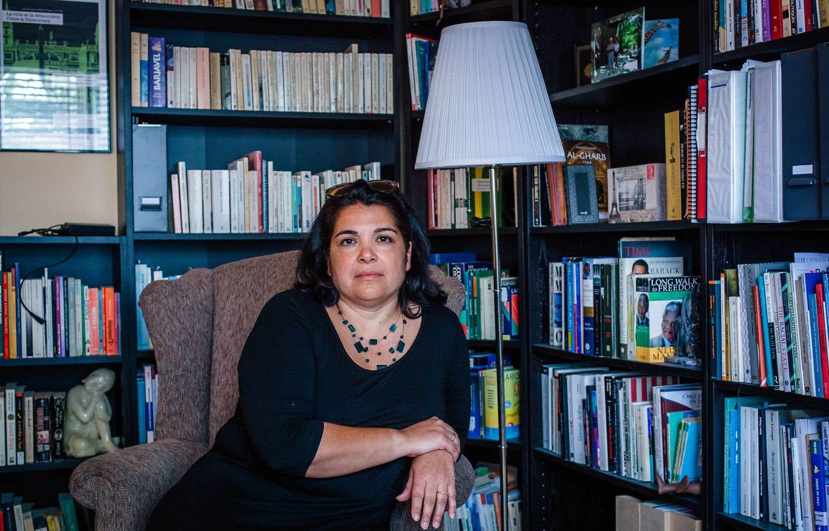 Rosa Pires est née à Montréal de parents d'origine portugaise.