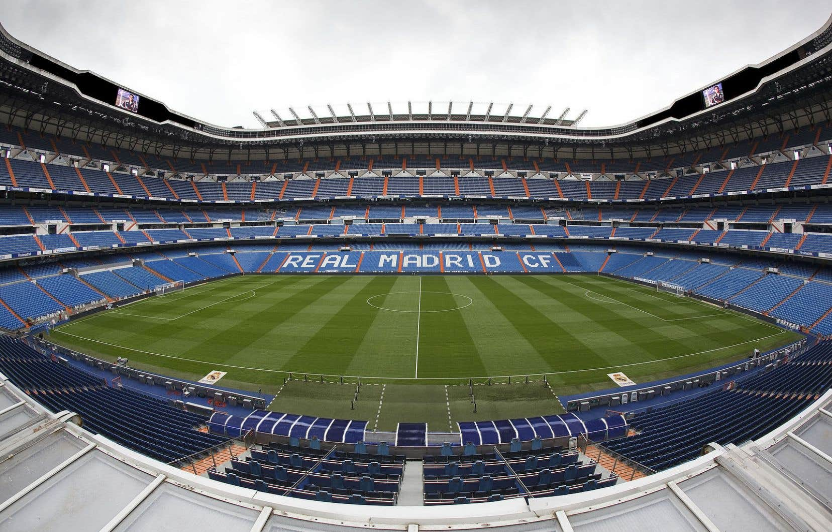 À quelque 600 kilomètres du Camp Nou se dresse le stade Santiago Bernabéu, foyer des ennemis jurés du club barcelonais: le Real Madrid.