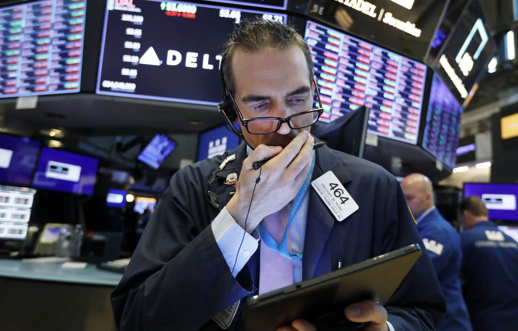 L'indice vedette de Wall Street, le Dow Jones, a lâché 1,1% et l'indice Nasdaq, à forte coloration technologique, a chuté de 1,6%.