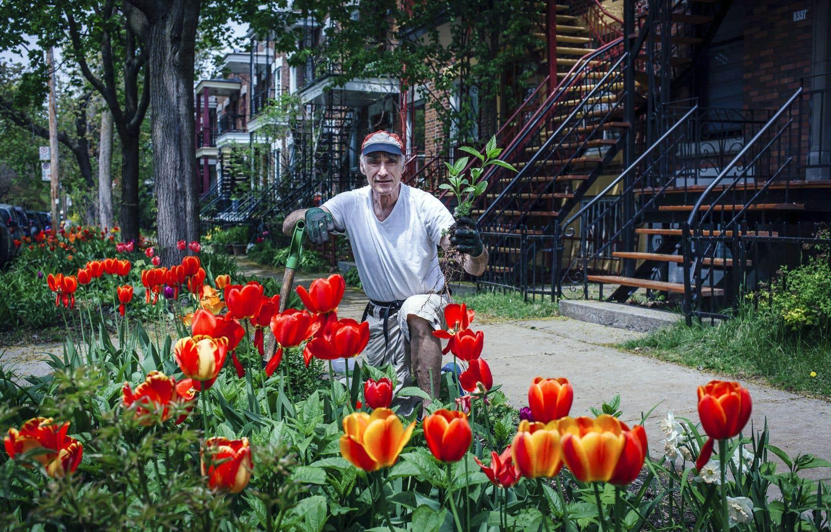 «J'ai toujours aimé jardiner et je mesuis toujours intéressé à la nature; c'est un héritage familial», dit Claude Perreault.