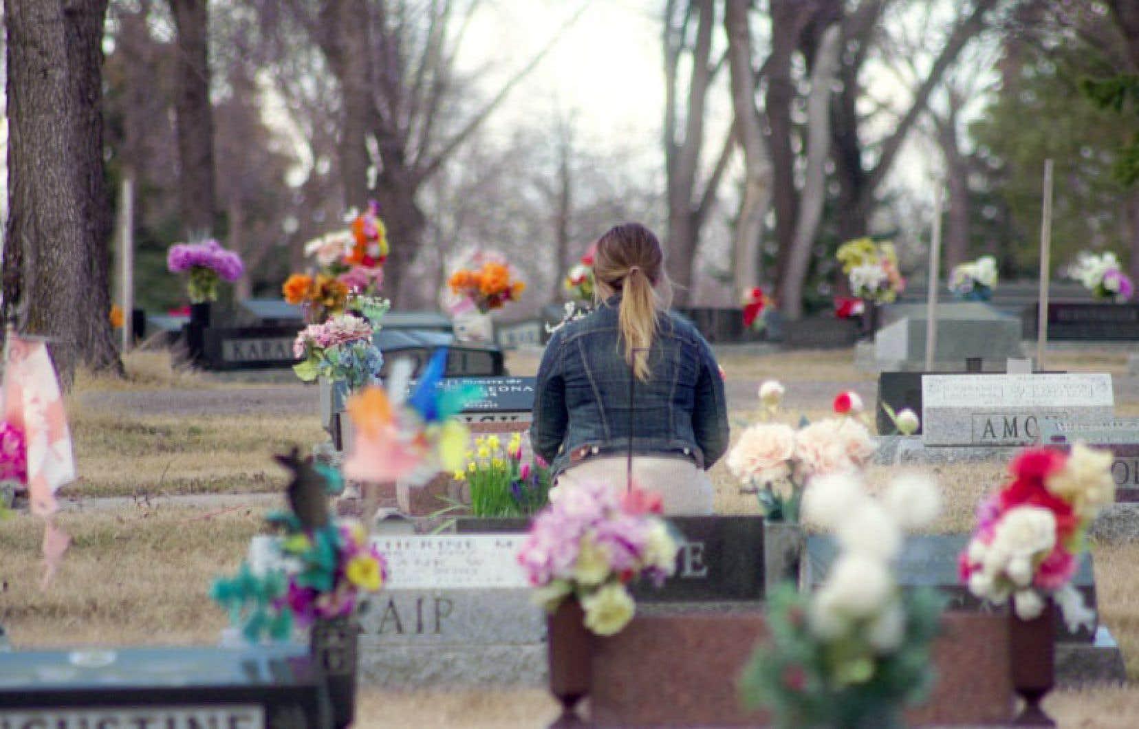 Quiconque a perdu un parent sans avoir eu le temps de faire ses adieux risque de se reconnaître dans cette quête pourtant très personnelle.