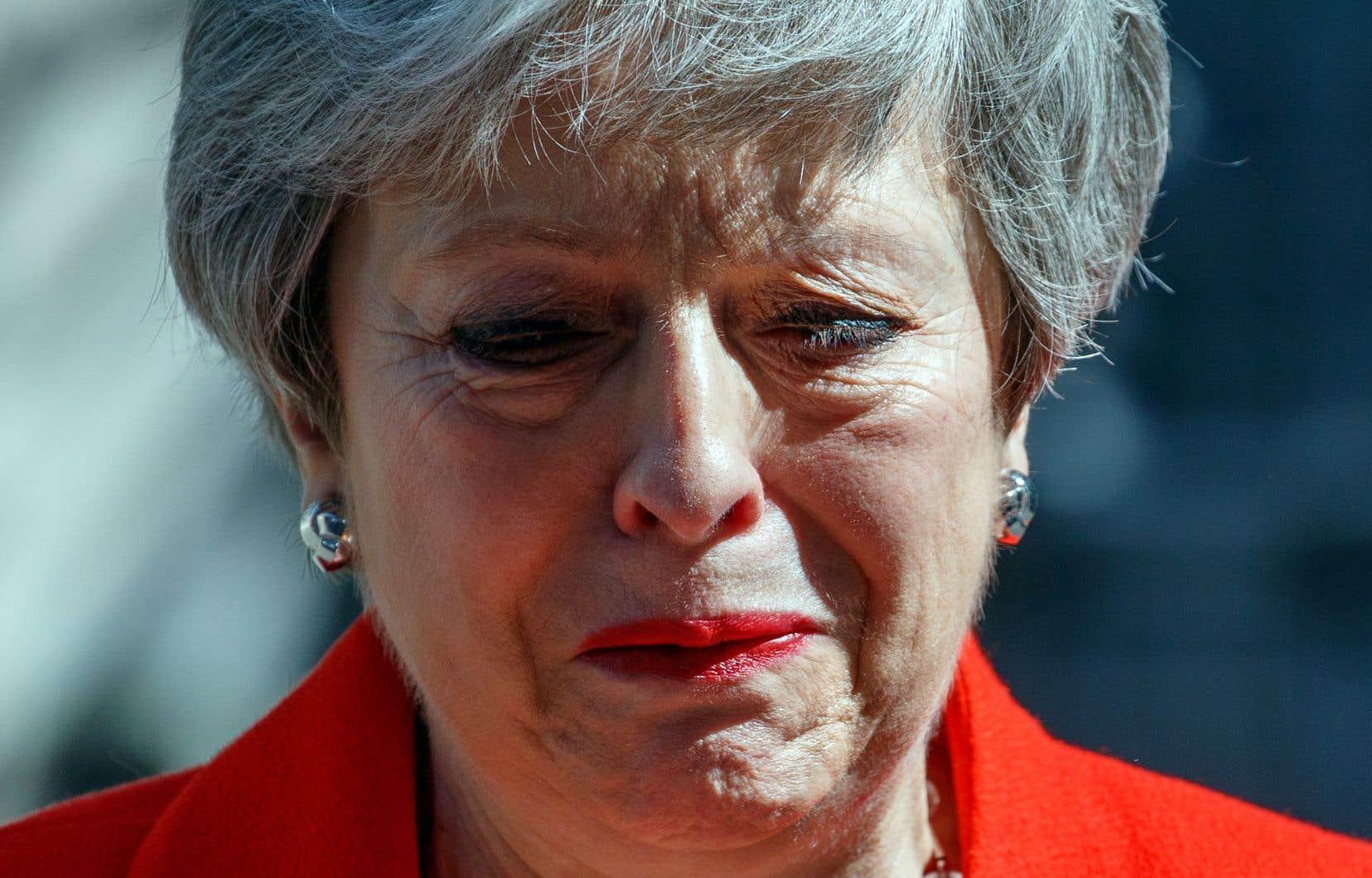 Theresa May a annoncé sa démission, vendredi, au cours d'une conférence de presse chargée d'émotion.