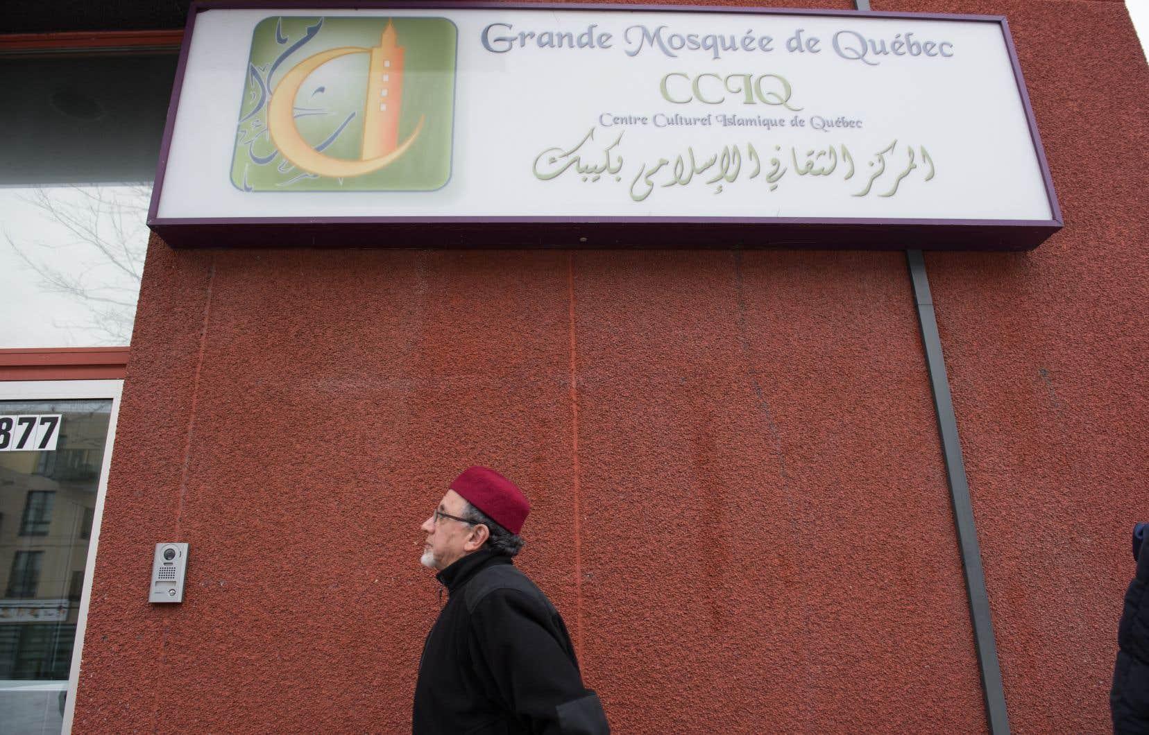 Samedi, le Service de police de la ville de Québec a arrêté un homme de 47ans après une dispute au Centre culturel islamique de Québec, un peu après 12h15.