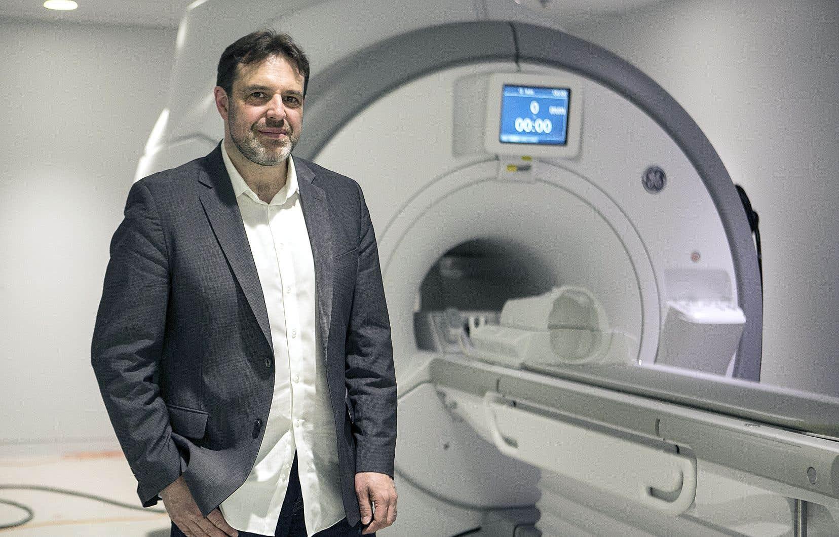 Christophe Grova s'intéresse aux points de connexion situés à l'intérieur du réseau qui compose le cerveau.