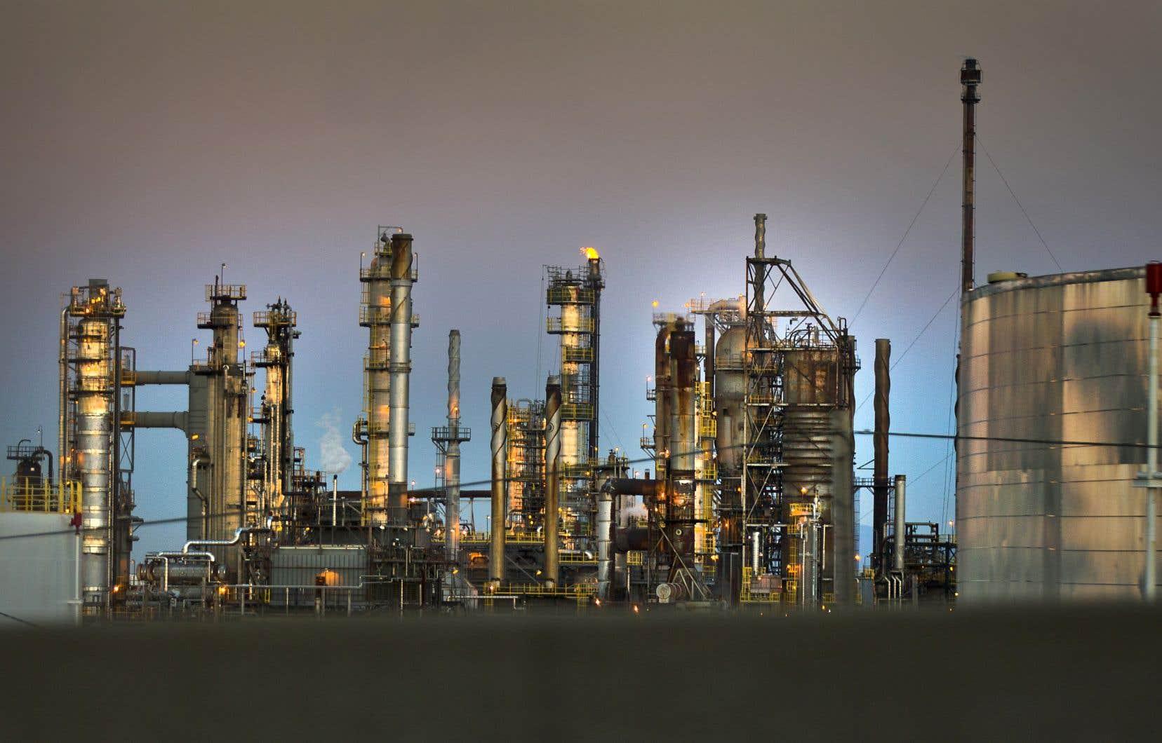 À l'heure actuelle, des groupes environnementaux et plusieurs regroupements citoyens s'opposent en bloc aux projets pétroliers et gaziers dans la province.