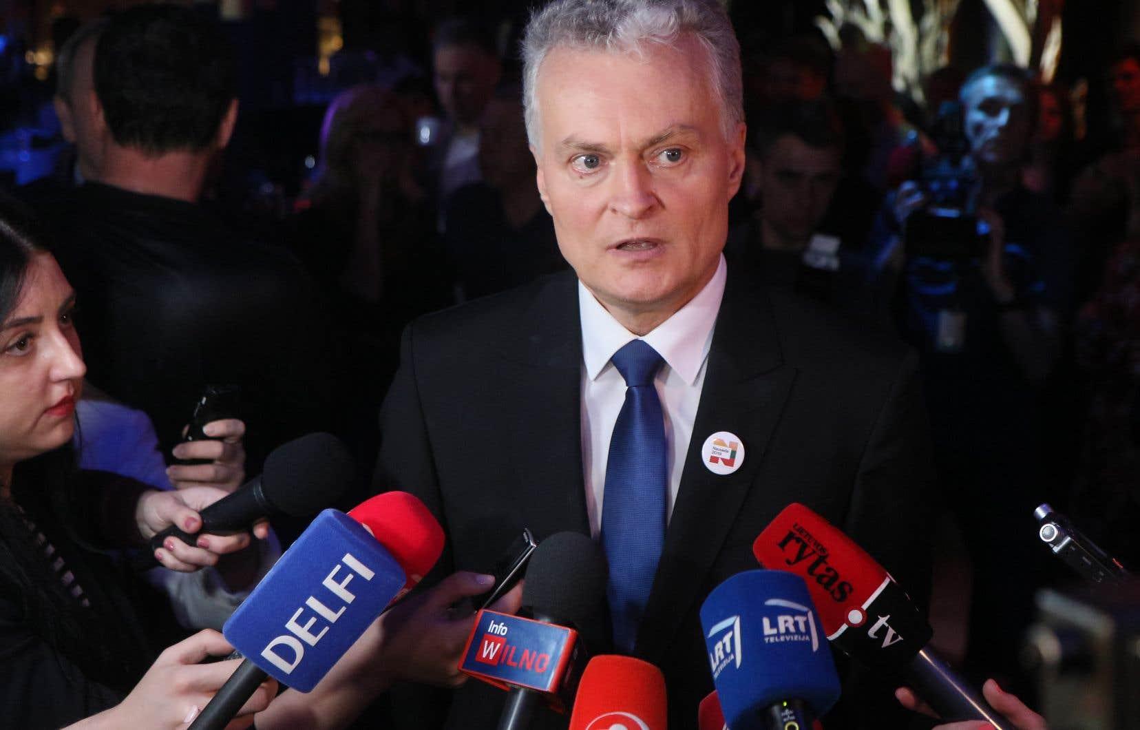 Selon les analystes, GitanasNauseda doit en partie son succès à sa position de candidat indépendant, au-dessus des partis et des querelles politiques.