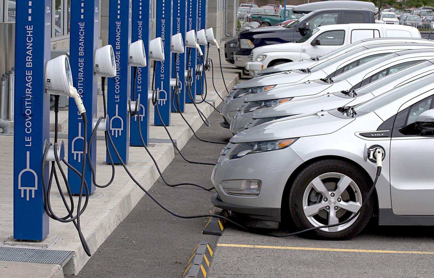 François Legault s'est engagé à réduire la consommation de produits pétroliers des Québécois de 40% d'ici 2030.