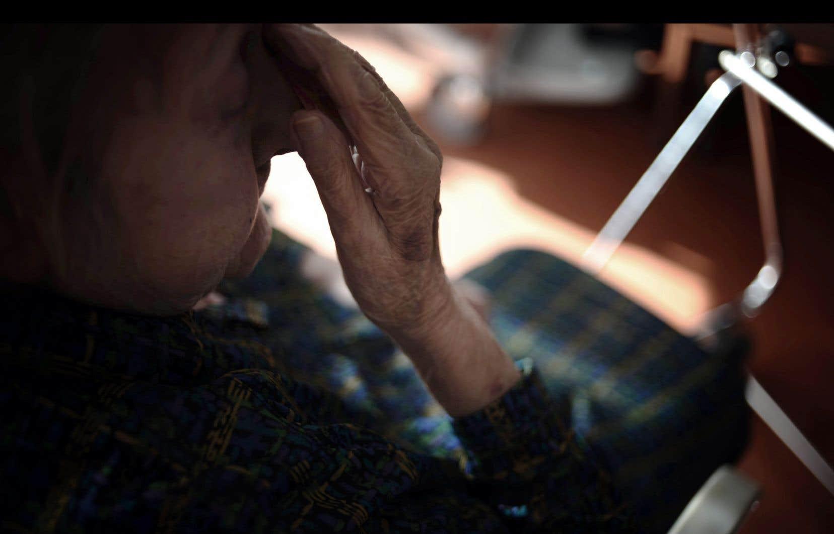 Le groupe d'experts qui a reçu le mandat d'examiner la pertinence d'offrir l'aide médicale à mourir aux personnes rendues inaptes doit remettre son rapport dans les prochains jours.