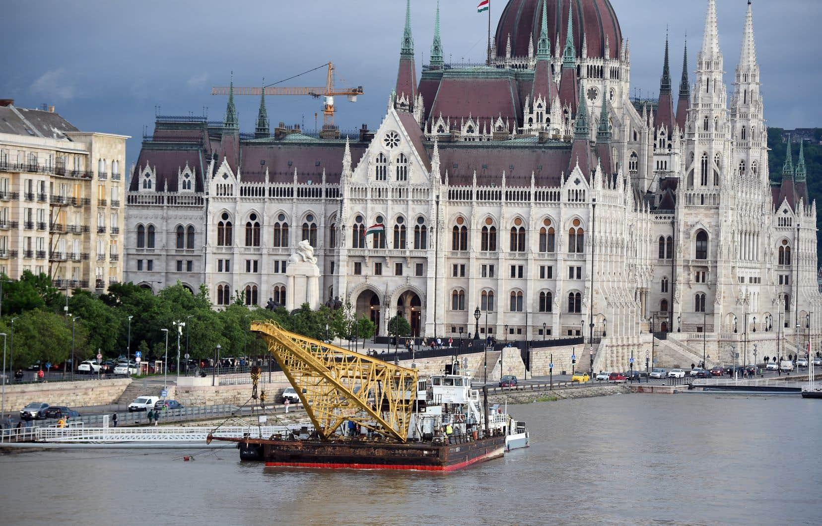 L'accident est survenu près du Parlement, au coeur de Budapest, une ville prisée des touristes du monde entier.