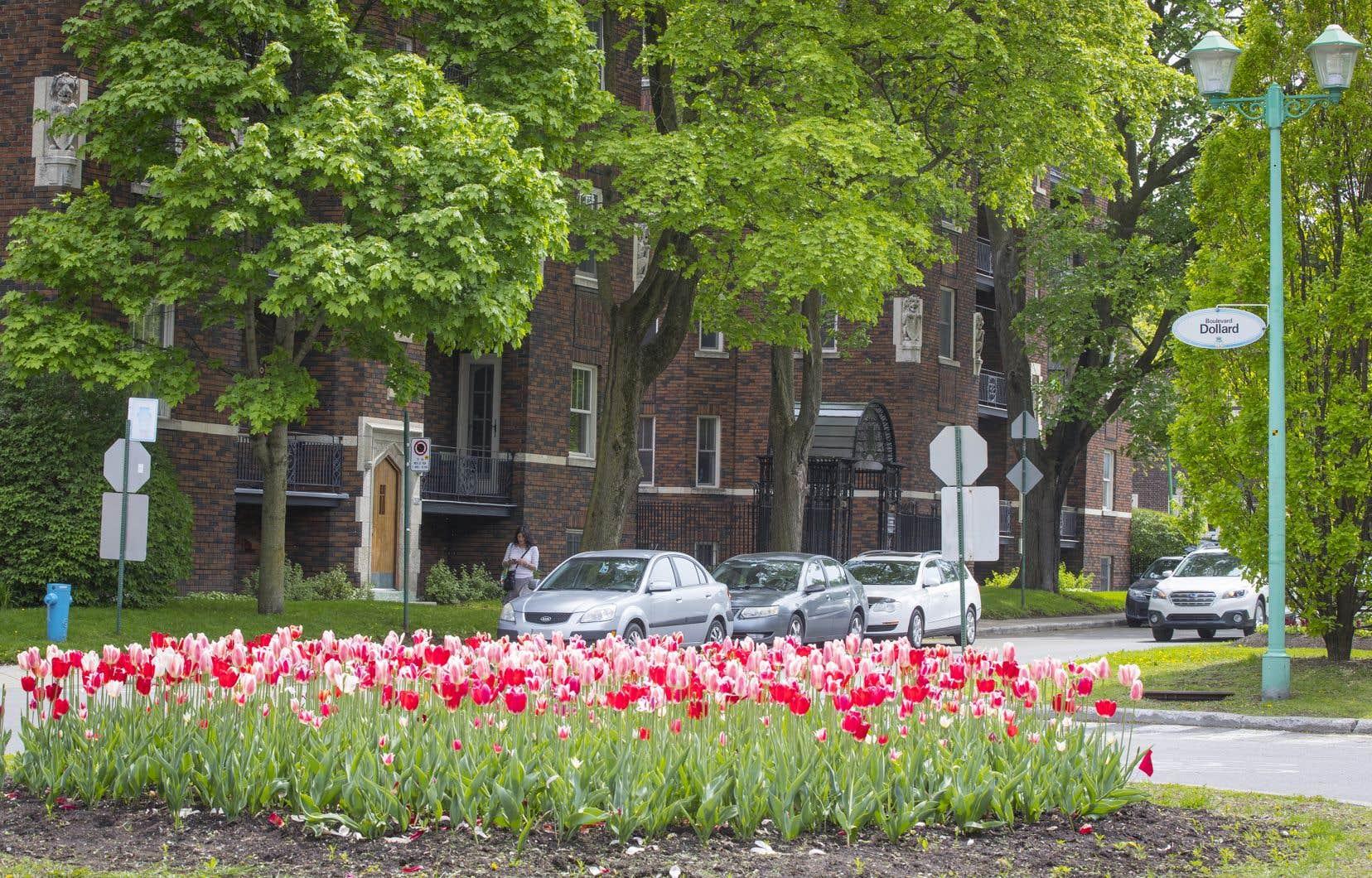 Le coût de la vignette annuelle pour les résidents variera de 100 $ à 140 $. Le stationnement demeurera gratuit pour les deux premières heures.