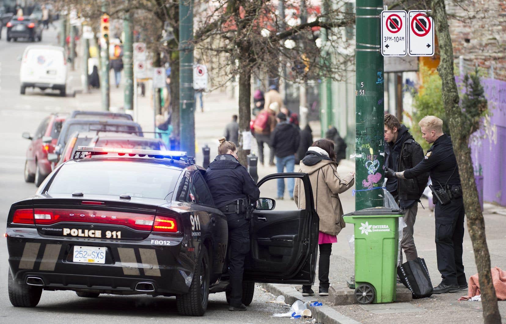 Le quartier Downtown Eastside (photo), à Vancouver, est l'épicentre de la crise des opioïdes dans l'ouest du pays. La Colombie-Britannique est la province canadienne la plus touchée par cette vague mortelle qui annule en bonne partie les avancées médicales allongeant l'espérance de vie.