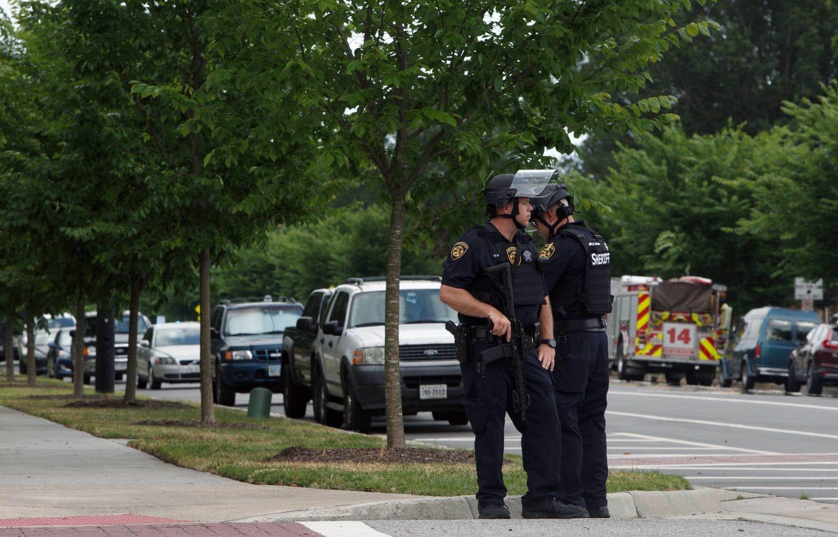 La question des violences armées prend une dimension particulière en Virginie, car c'est dans cet État que siège la National Rifle Association, le premier lobby des armes aux États-Unis.