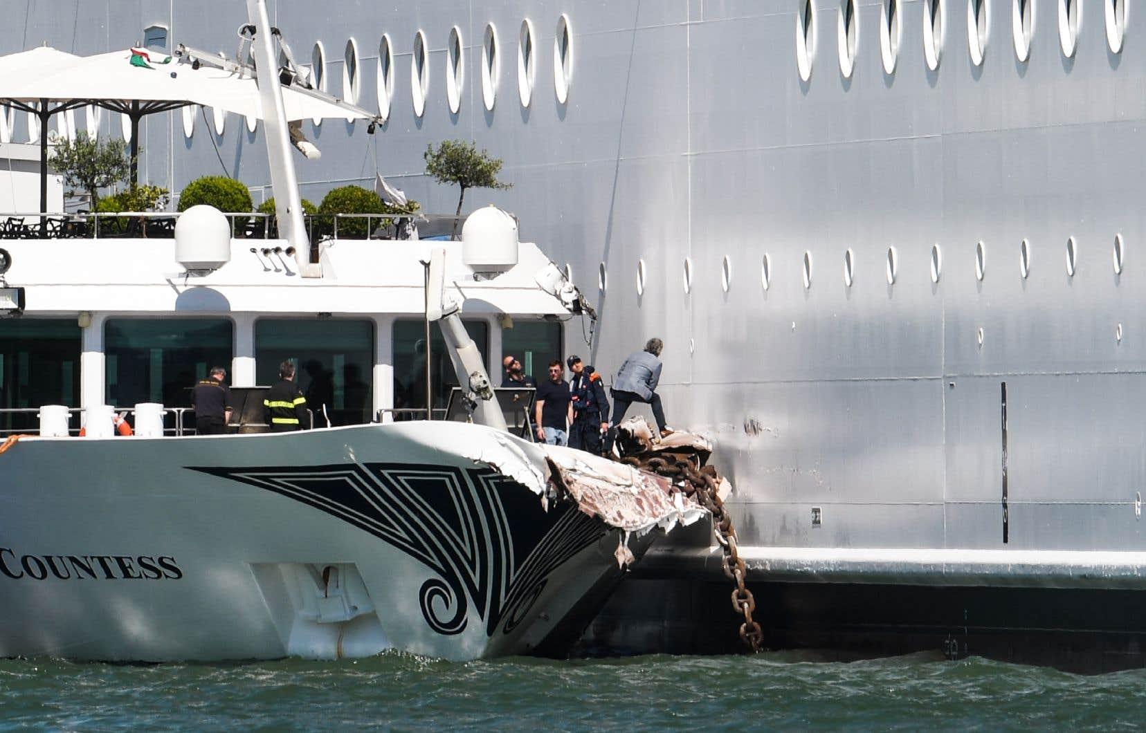 Selon les autorités portuaires, l'accident, survenu à San Basilio-Zatterre a fait quatre blessés légers à bord du River Countess.