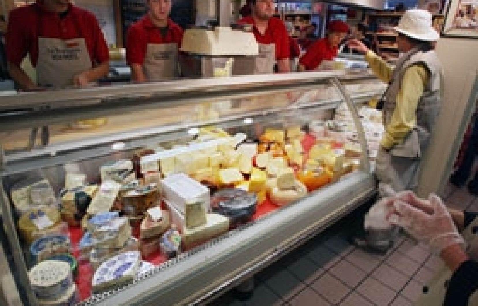 Décidés à ne pas succomber à «l'hystériose», les clients de la fromagerie Hamel du marché Jean-Talon ne se sont pas inquiétés outre mesure de la visite, la veille, d'un inspecteur du ministère de l'Agriculture qui a exigé la destruction
