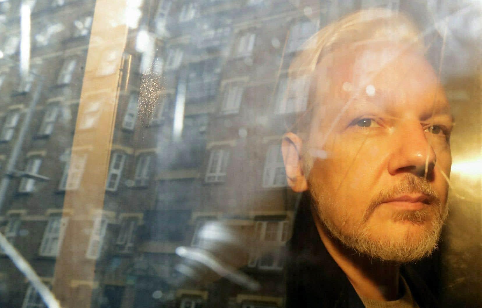 Julian Assange, qui est âgé de 47ans, a été expulsé le 11avril dernier de l'ambassade de l'Équateur à Londres, où il se réfugiait depuis 2012. Il a été immédiatement arrêté par la police britannique.