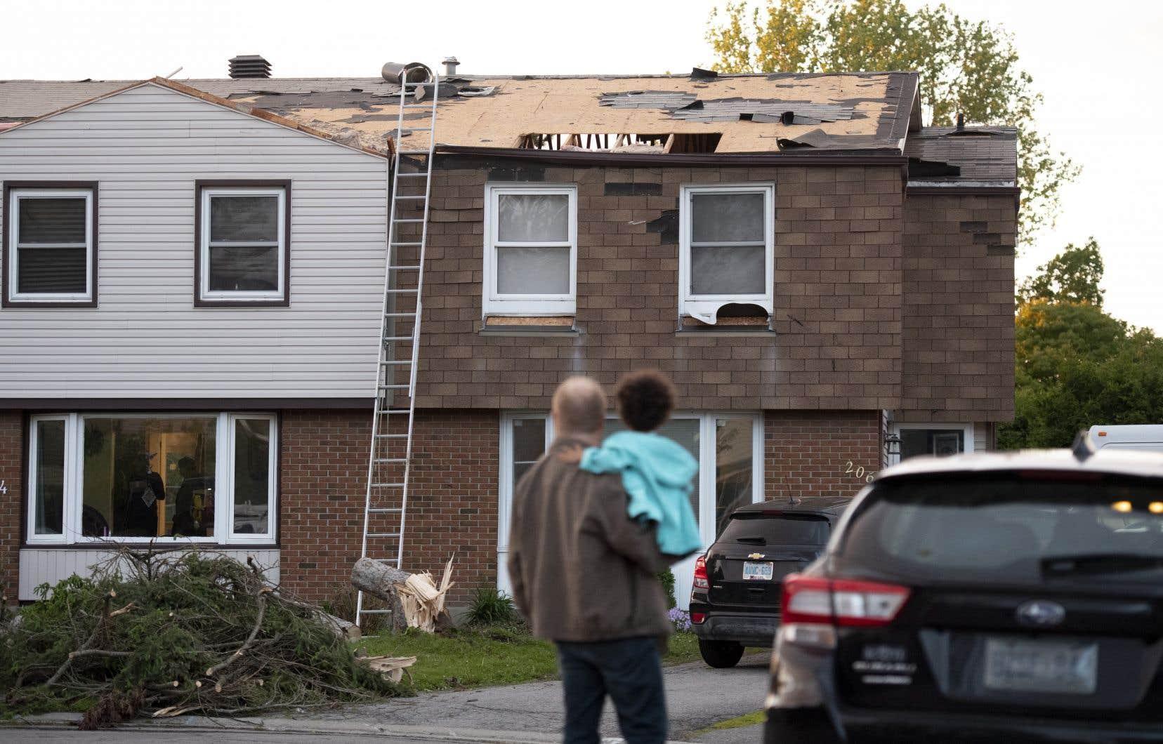 Bien qu'Environnement Canada ait diffusé des avertissements de tornade dans plusieurs régions de l'ouest du Québec et de l'est de l'Ontario, il n'y a pas eu de signalement pour le secteur d'Ottawa.