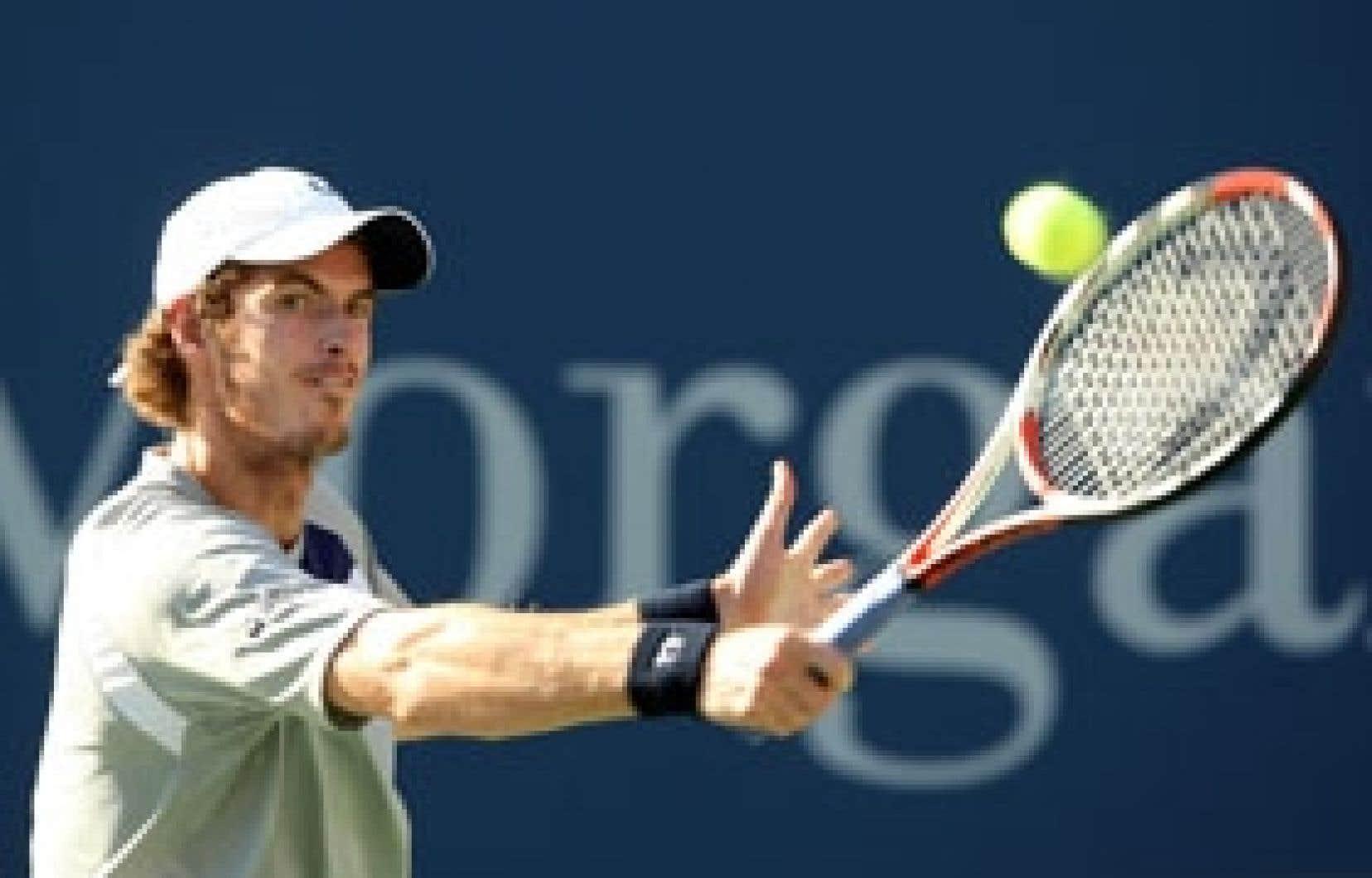 Andy Murray a eu besoin d'une manche supplémentaire pour venir à bout du médaillé d'or olympique.