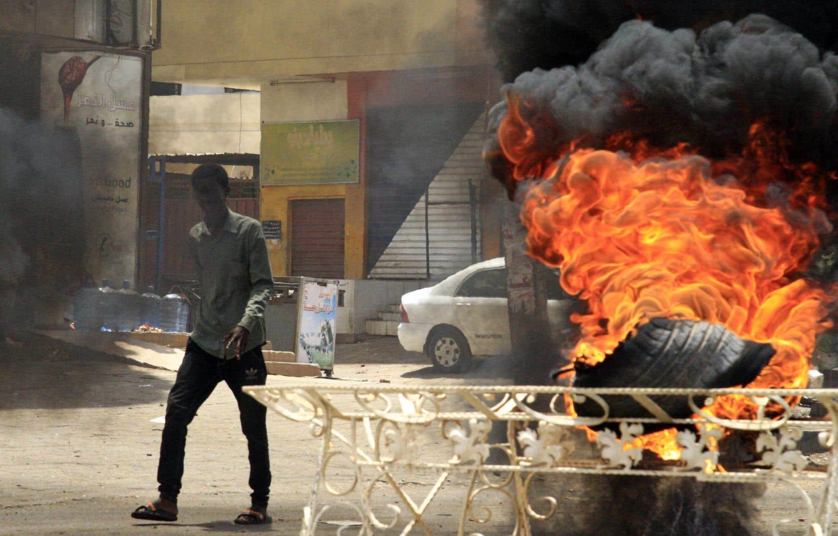 Au moins 108 personnes ont été tuées et plus de 500 blessées en trois jours, pour la plupart dans la dispersion brutale d'un «sit-in» devant le siège de l'armée le lundi 3 juin à Khartoum, capitale du Soudan.