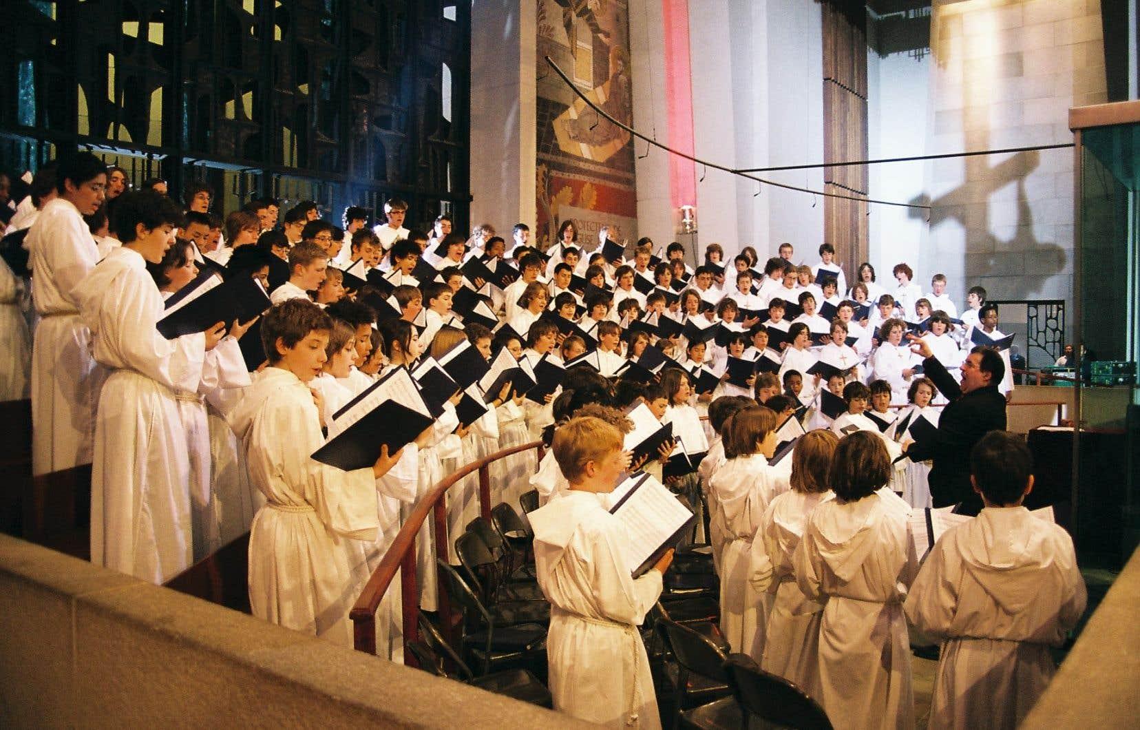 La CSDM a mis fin en mars dernier à une entente historique qui permettait aux Petits Chanteurs du Mont-Royal d'être scolarisés gratuitement (en plus de frais accessoires) au collège Notre-Dame, une école privée située juste en face de l'oratoire Saint-Joseph.