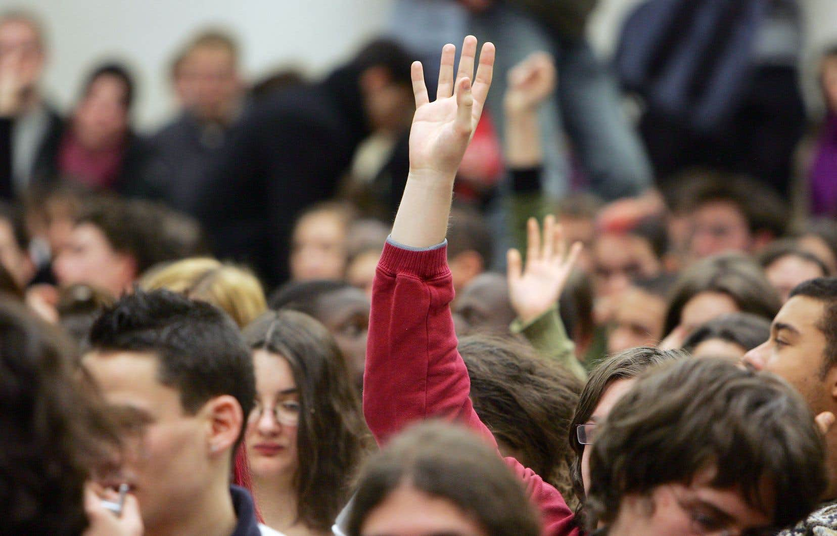 Les droits de scolarité des étudiants inscrits à temps complet au premier cycle augmenteront de 2%. La hausse atteindra 8% pour tous les autres étudiants.