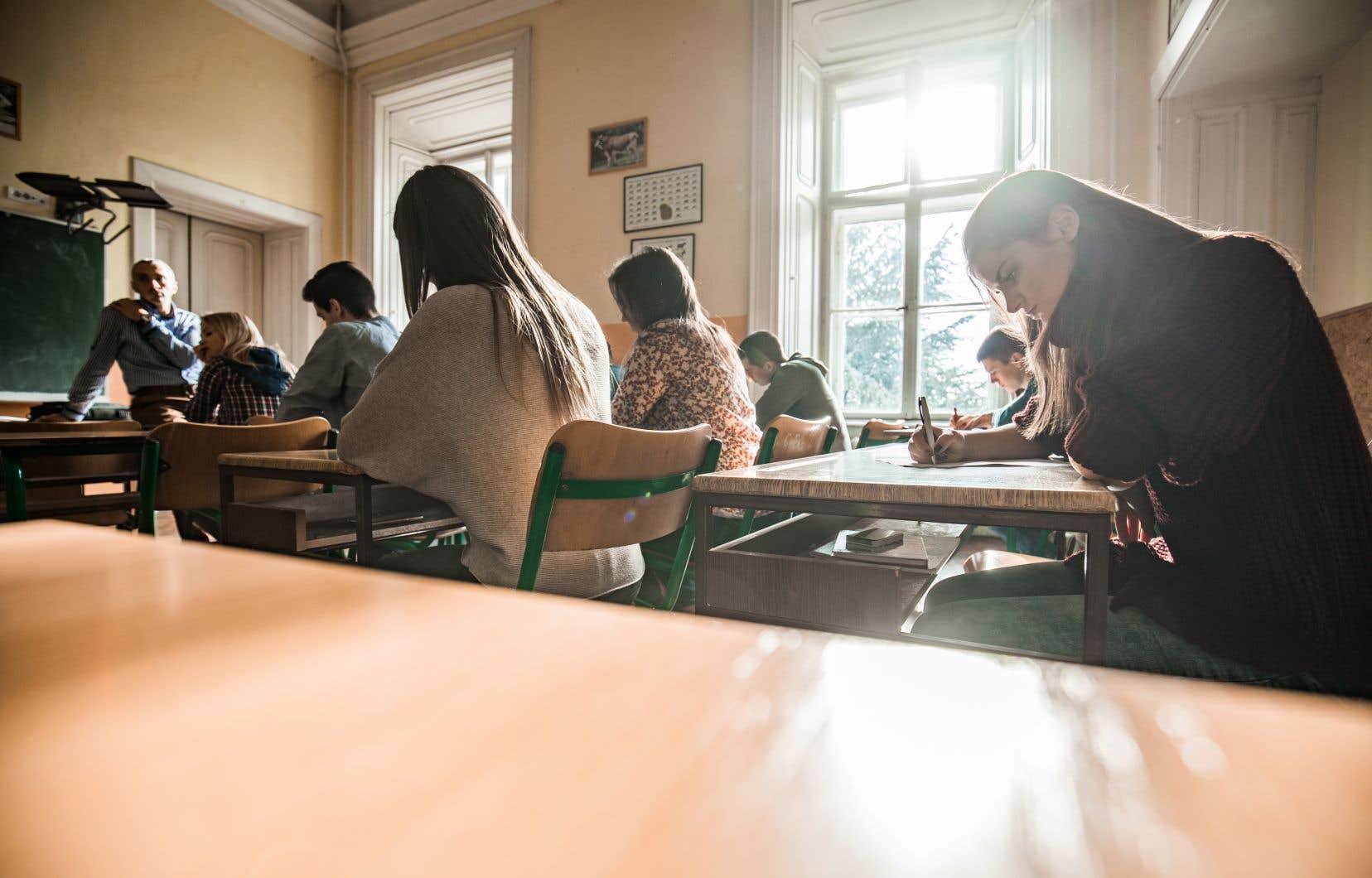 Le rapport Parent de 1963-64 a notamment recommandé la création du ministère de l'Éducation et des cégeps, la scolarisation obligatoire jusqu'à 16ans, la formation poussée des enseignants et l'accès facilité aux universités.