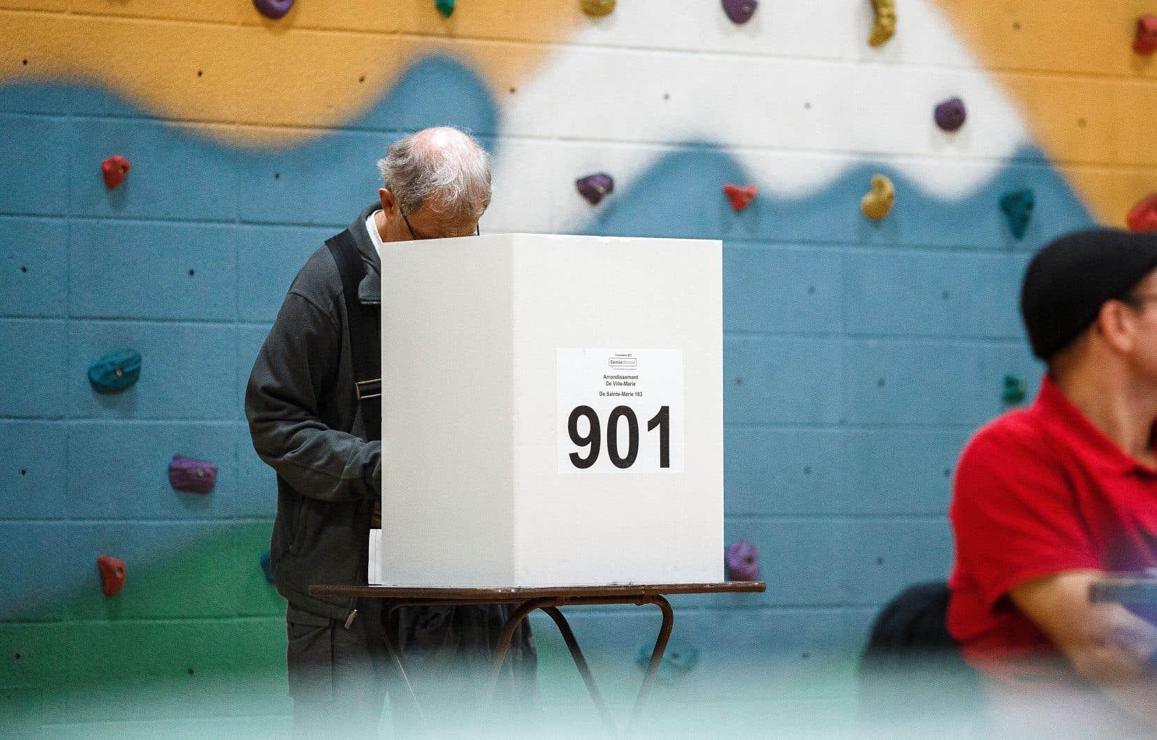Si le Québec prépare un référendum sur une réforme électorale, il faudra s'assurer que les Québécois aient en main toutes les informations nécessaires pour faire un choix éclairé.