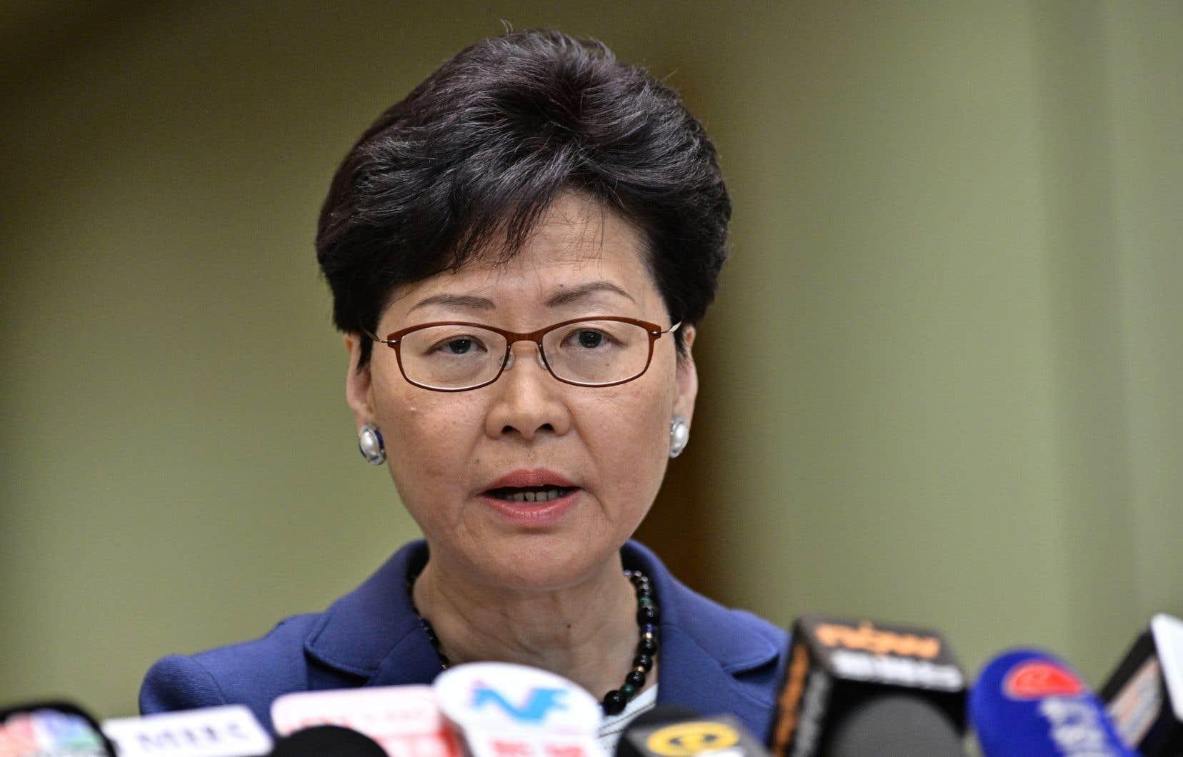 «C'est une loi très importante qui va permettre de faire triompher la justice et assurera que Hong Kong respecte ses obligations internationales en matière de criminalité transfrontalière et transnationale», a déclaré aux journalistes la cheffe de l'exécutif hongkongais, Carrie Lam.