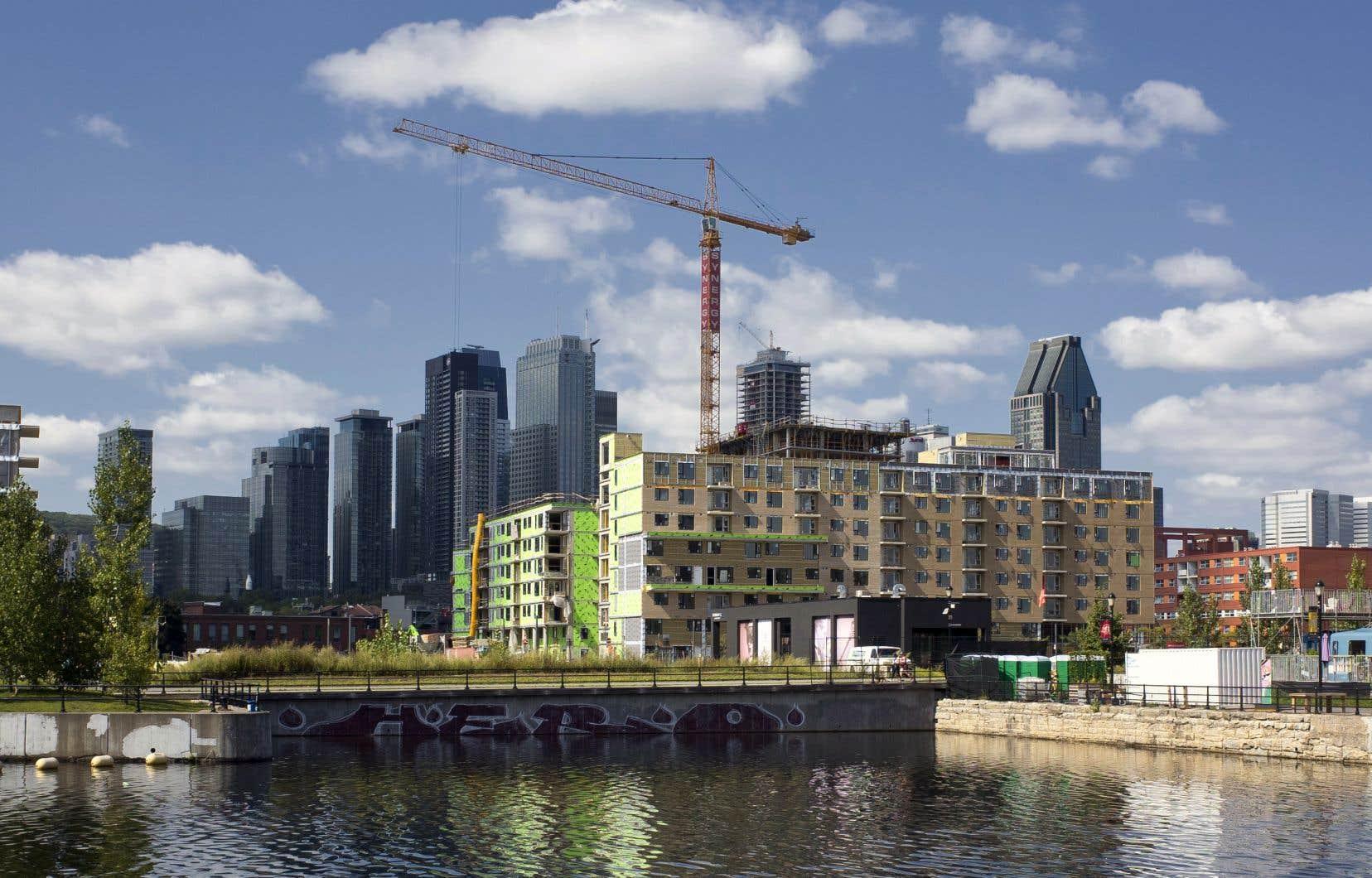 Le rythme annualisé des mises en chantier de projets de logement collectifs dans les centres urbains, tels que les copropriétés, les appartements et les maisons en rangée, a diminué de 18,5% pour s'établir à 141 851 unités en mai.