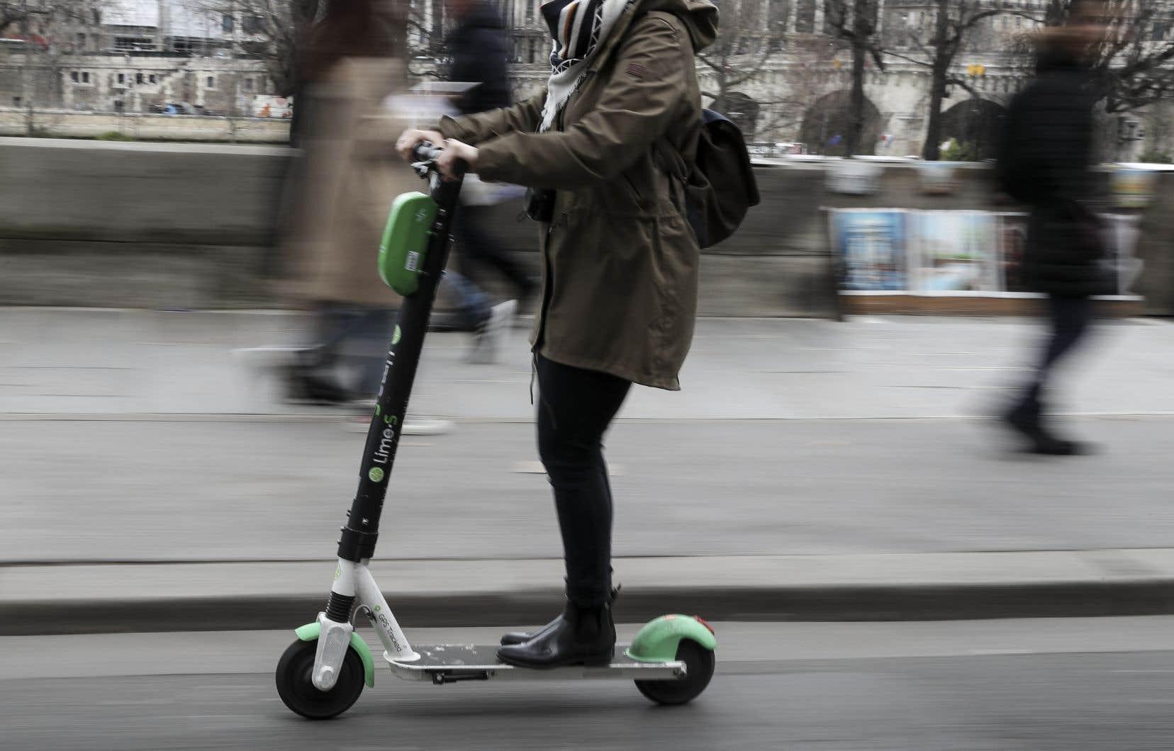 <p>Apparues il y a un an, les trottinettes sont devenues un véritable casse-tête pour la mairie de Paris, faute de loi pour les réguler.</p>