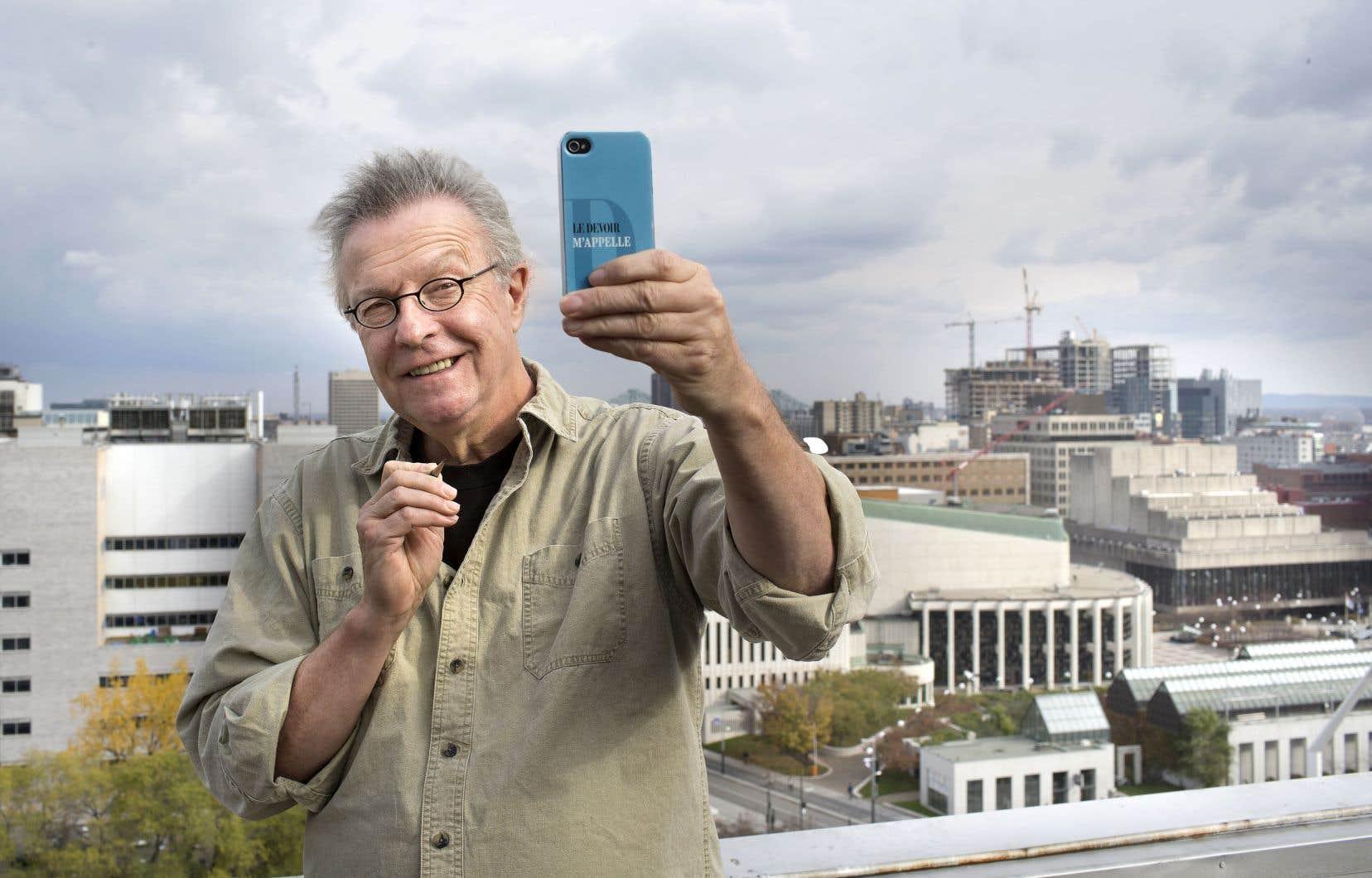 Michel Garneau, alias Garnotte, sur le toit de l'ancien édifice du <em>Devoir</em> en 2017