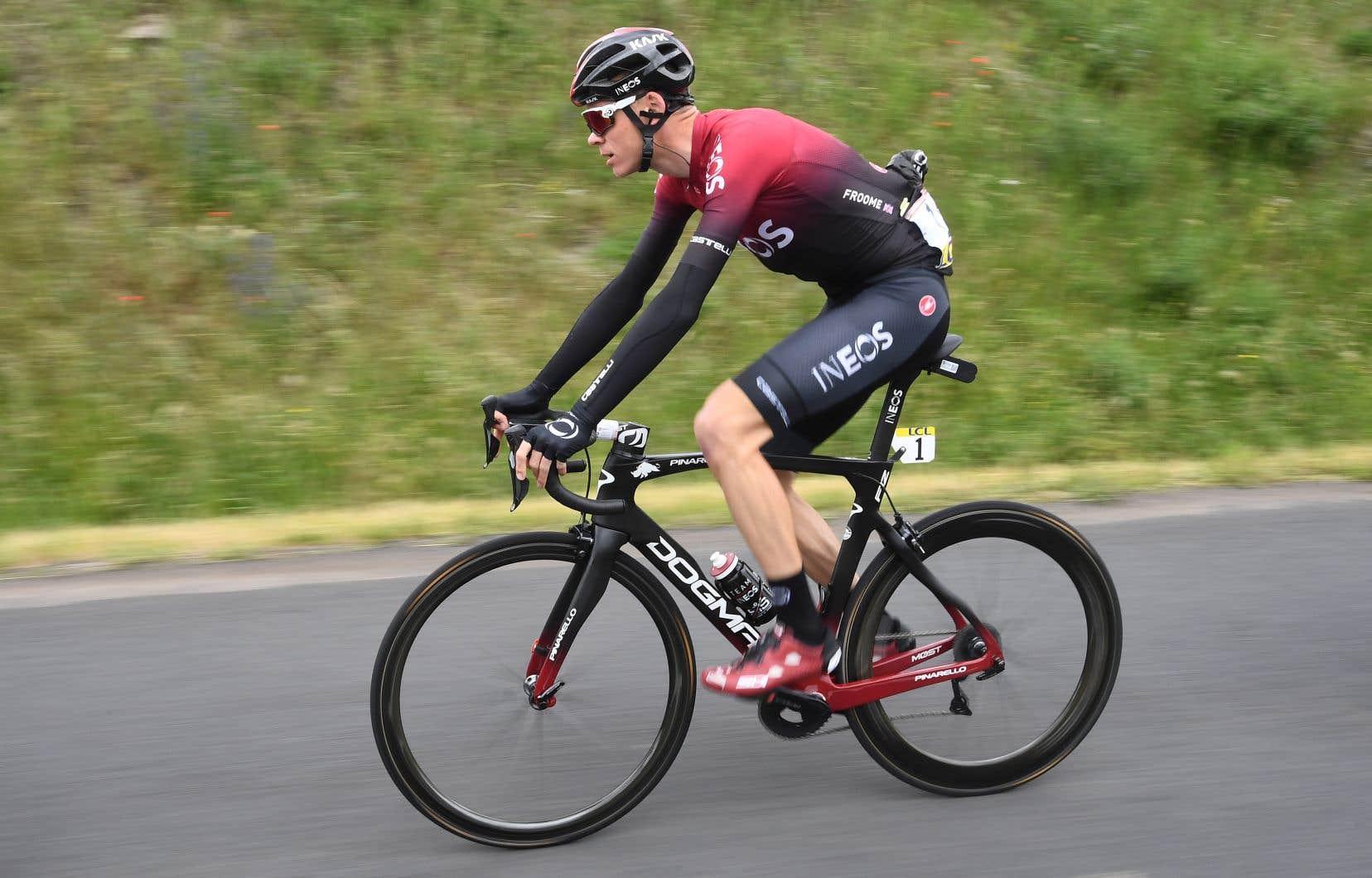 La chute du quadruple vainqueur du Tour de France s'est produite dans le village de Saint-André d'Apchon (Loire), sur une ligne droite et en descente.