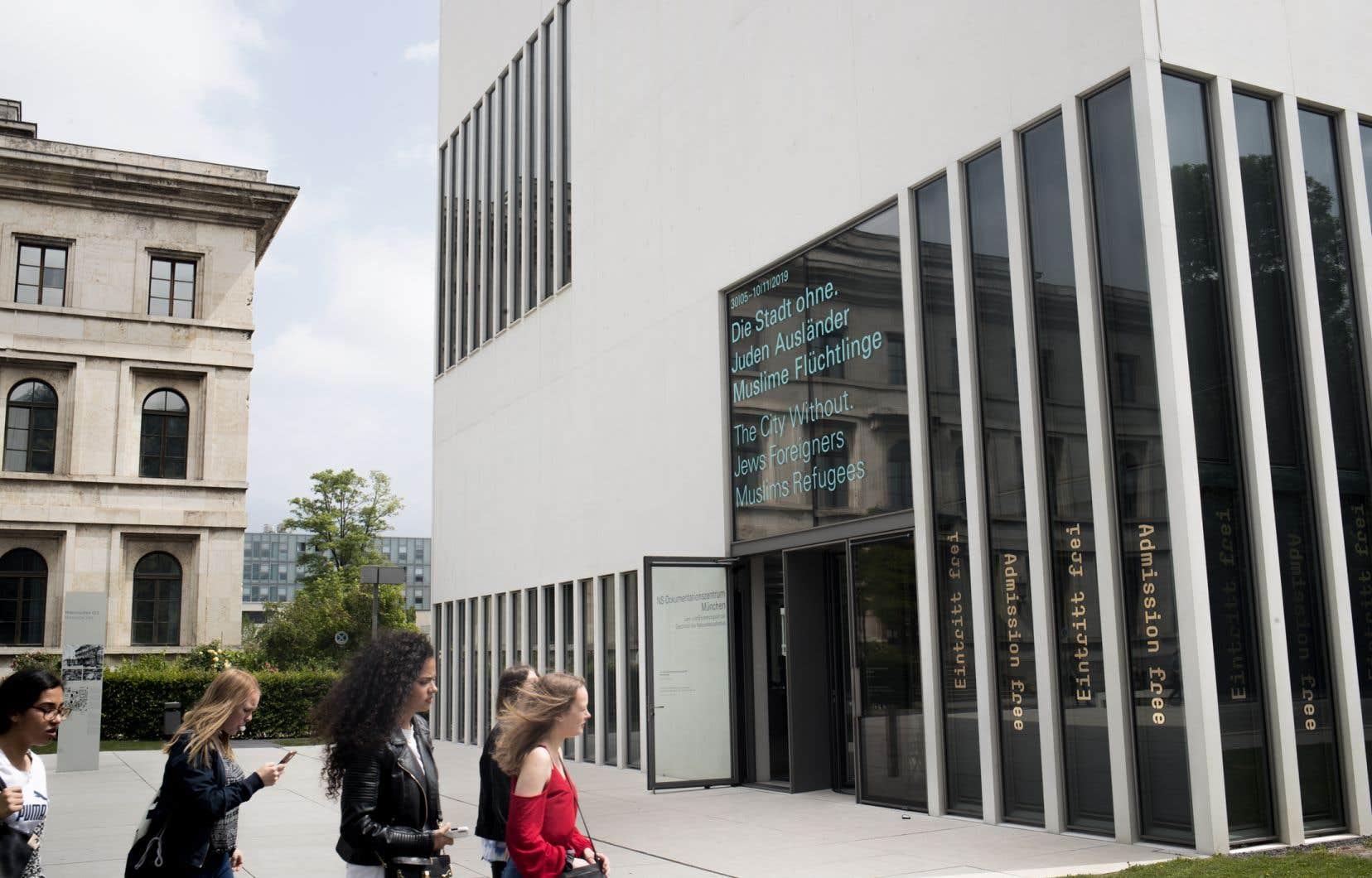 Le Centre de documentation de Munich sur le national-socialisme occupe l'emplacement de l'ancienne Braunes Haus, premier immeuble du NSDAP.