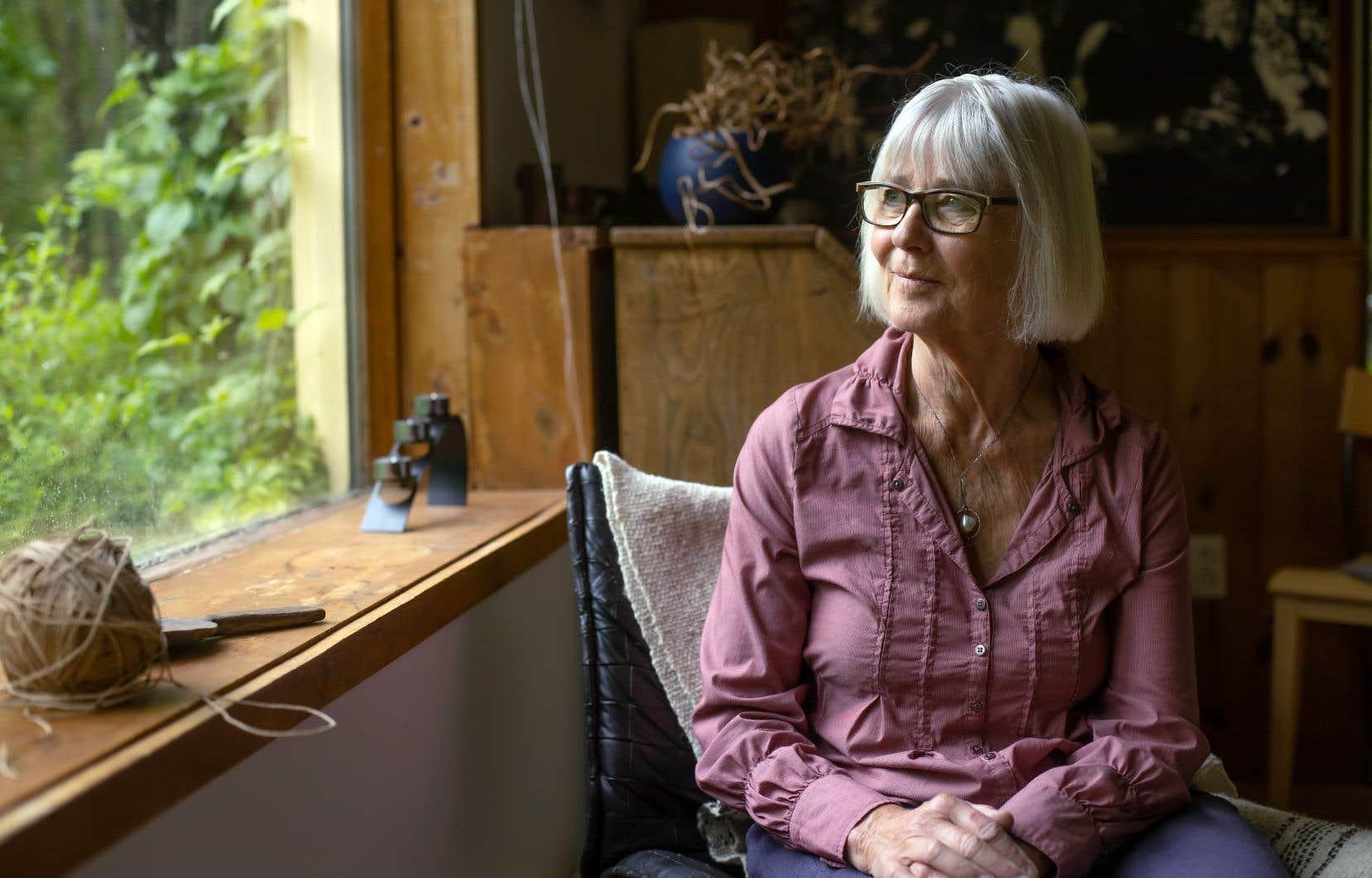 Suivant un engagement posthume, l'épouse de Bernard Arcand, Ulla Hoff, s'est chargée de terminer le manuscrit de l'anthropologue sur ses périples sud-américains, où il avait observé le mode de vie des Cuivas. Elle fut épaulée par l'anthropologue Serge Bouchard et Sylvie Vincent, une collègue d'Arcand.