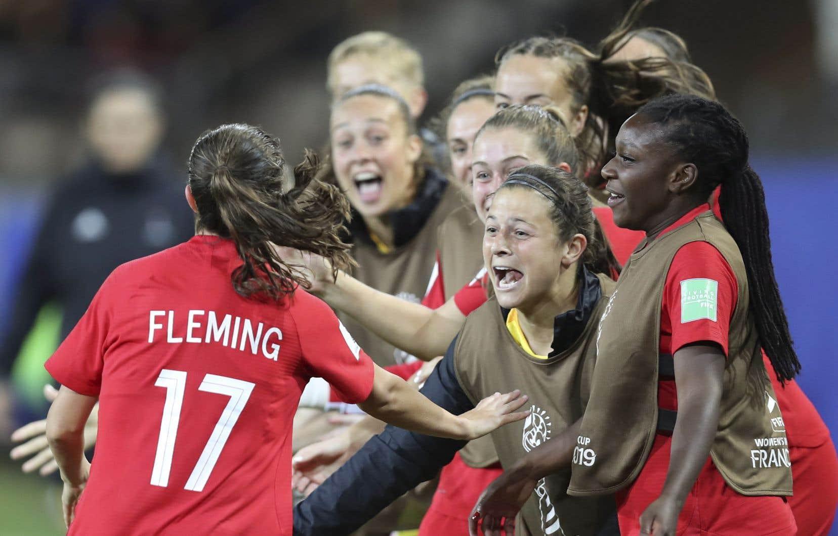Jessie Flemming (17) a ouvert la marque pour le Canada.