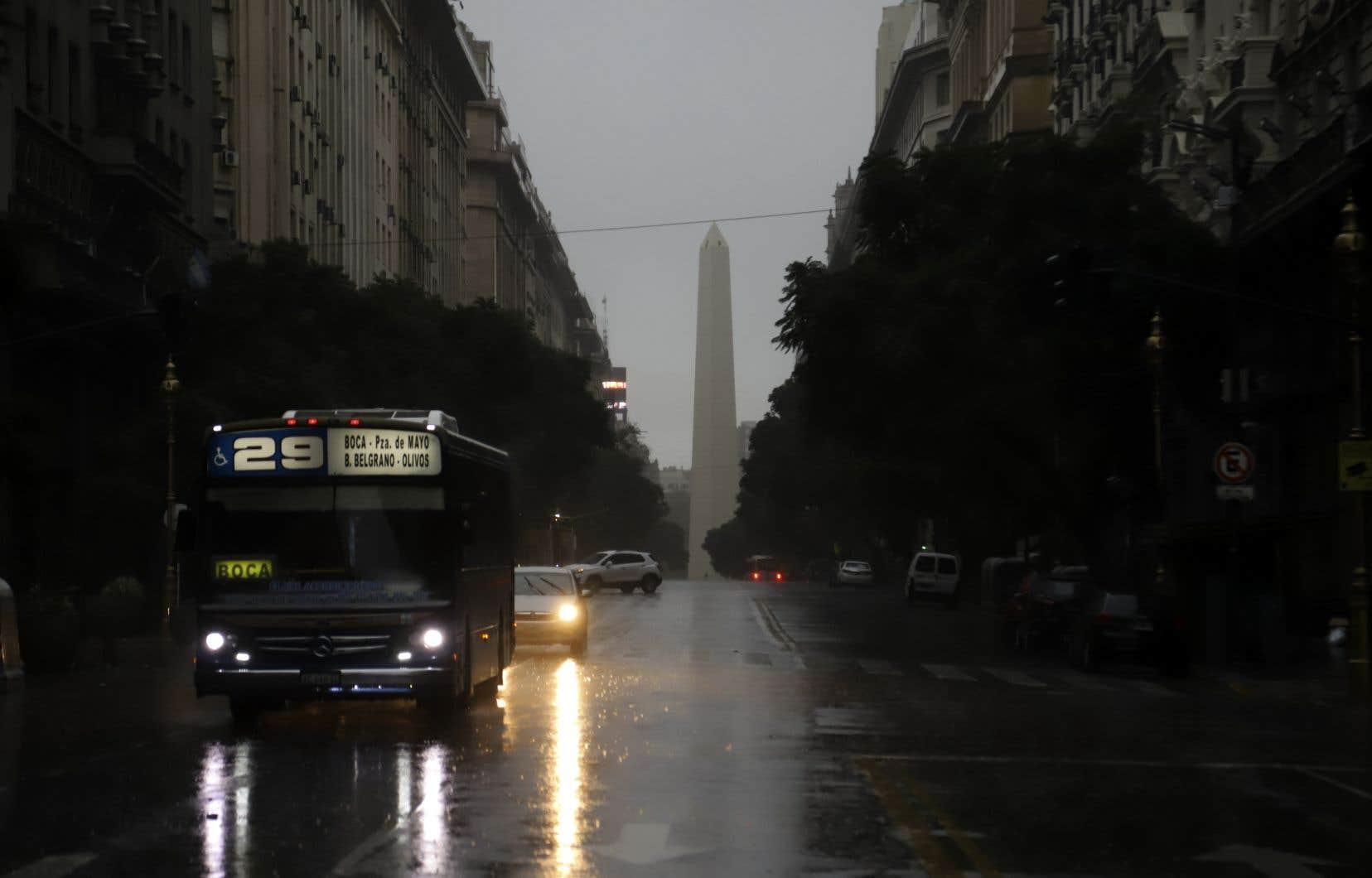 C'est la première fois que l'Argentine est privée d'électricité par une panne sur le réseau électrique.