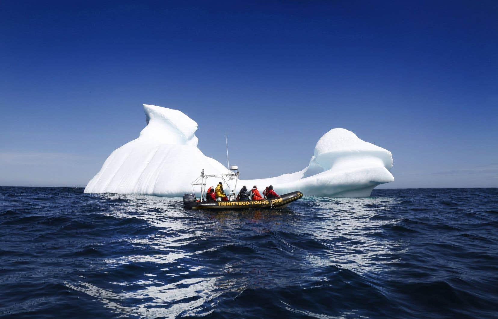 Pour les résidants et de nombreux touristes, ce phénomène est un rappel visuel saisissant des changements climatiques et de la fonte rapide des glaciers.