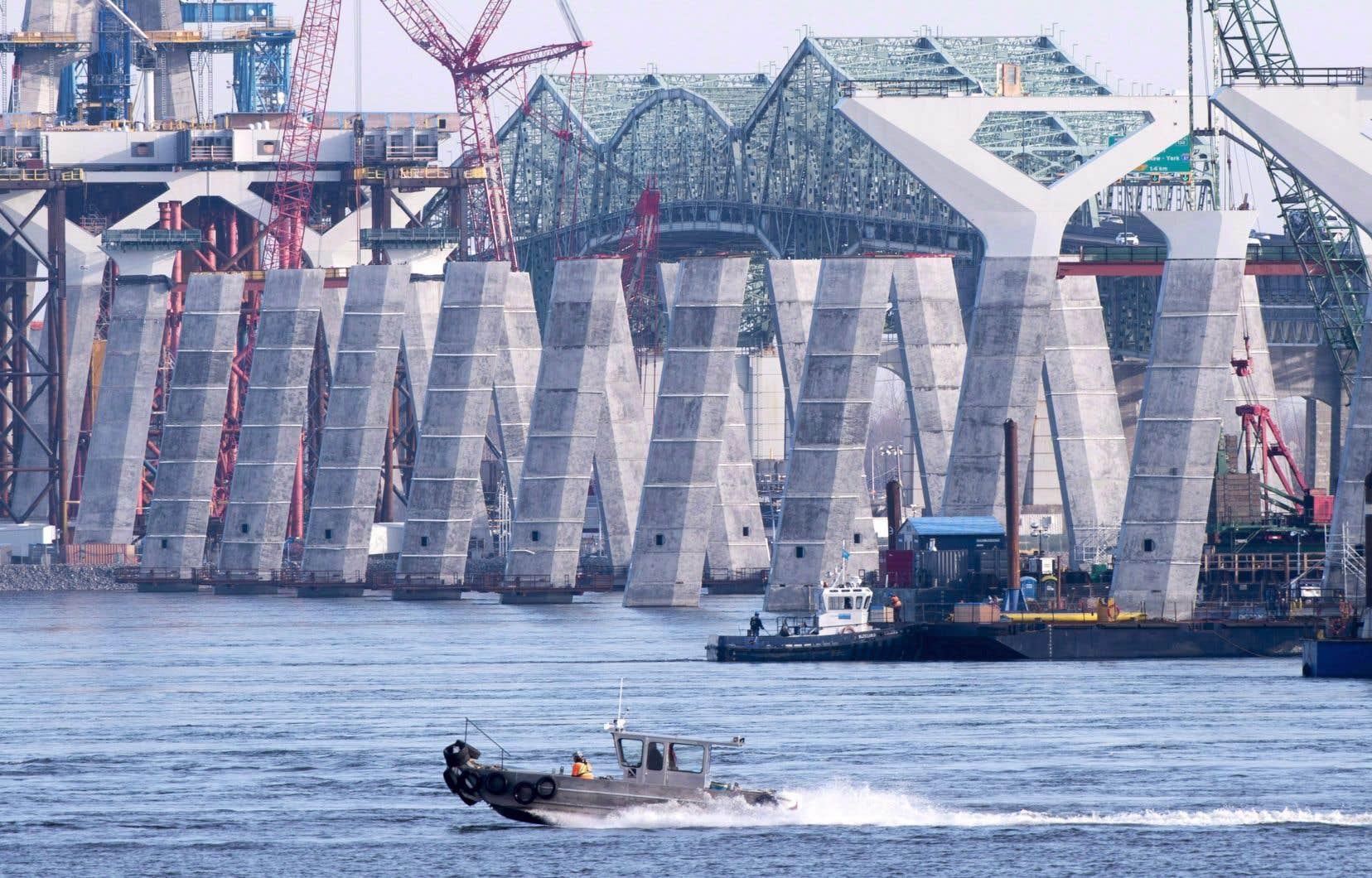 Infrastructure Canada et Signature sur le Saint-Laurent (SSL) s'apprêtent à faire une mise à jour des travaux et à proposer une visite du chantier du pont Samuel-De Champlain, ce lundi.