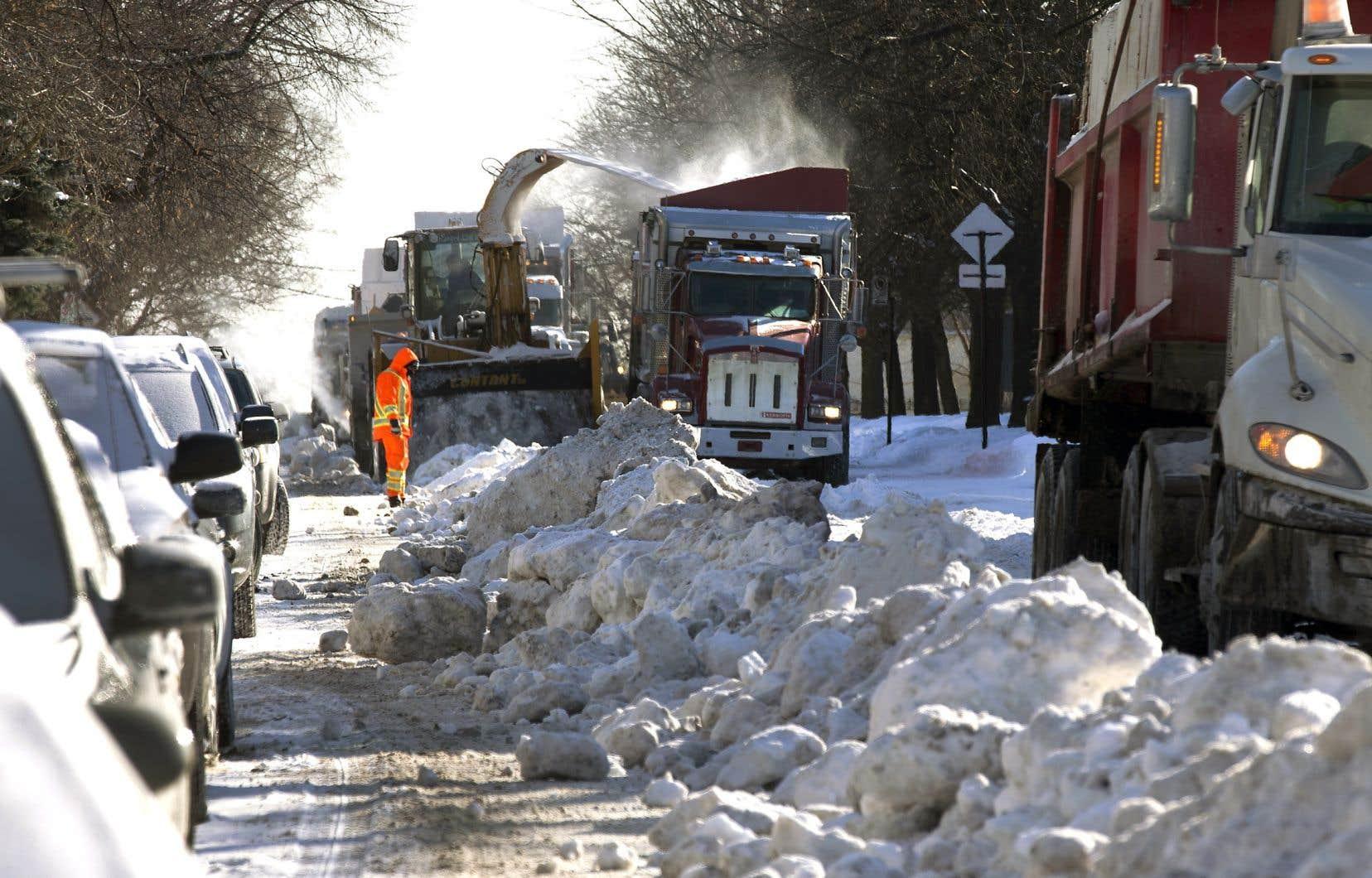 Selon l'enquête de l'inspectrice générale de la Ville de Montréal, des centaines de voyages étaient à moitié pleins.