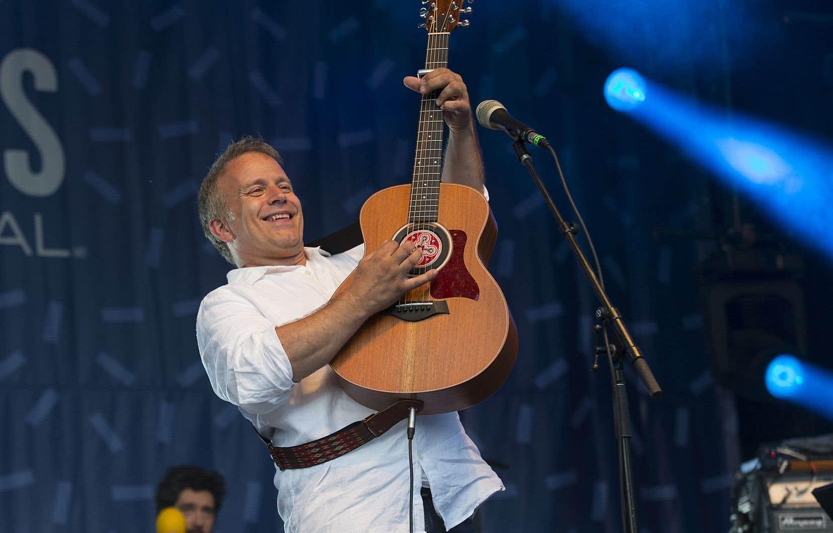 Entre ses nouvelles chansons et ses classiques, Marc Déry s'en est donné à cœur joie lundi alors qu'il célébrait ses 20 ans de carrière aux Francos de Montréal.