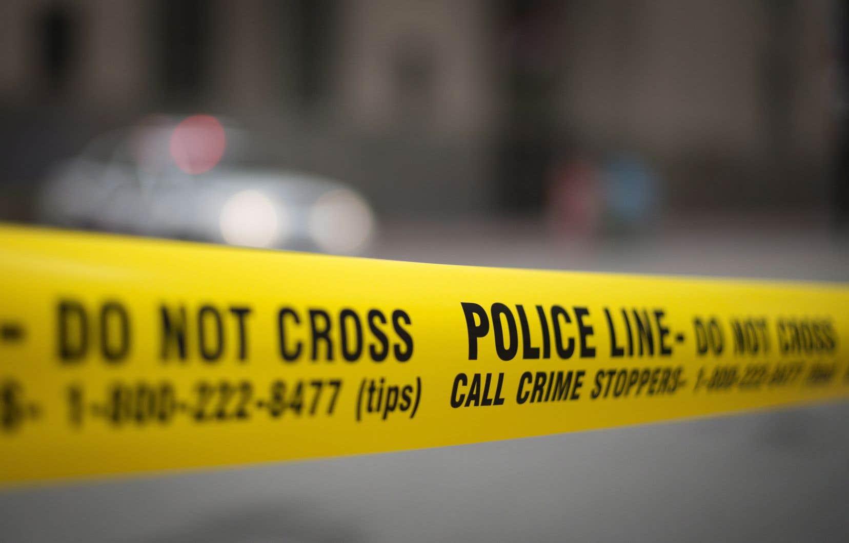 <p>La Chang School de l'Université Ryerson était fermée mardi pour une enquête policière, et l'Université de l'École d'art et de design de l'Ontario a déclaré que tous ses bâtiments avaient été évacués et resteraient fermés jusqu'à nouvel ordre.</p>