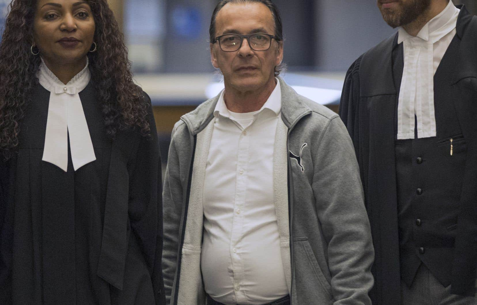 Michel Cadotte entouré de ses deux avocats Elfriede Duclervil et Nicolas Welt.