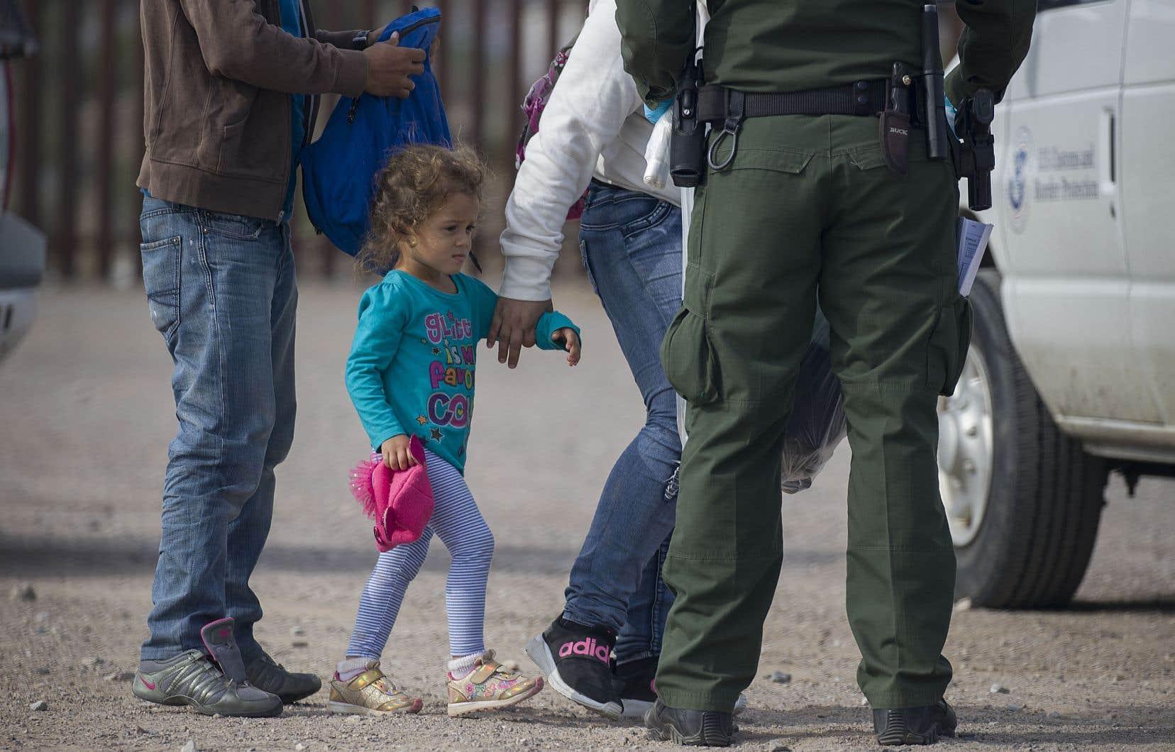 En mai, plus de 144 000 migrants ont été arrêtés à la frontière sud, dont 57 000 mineurs.