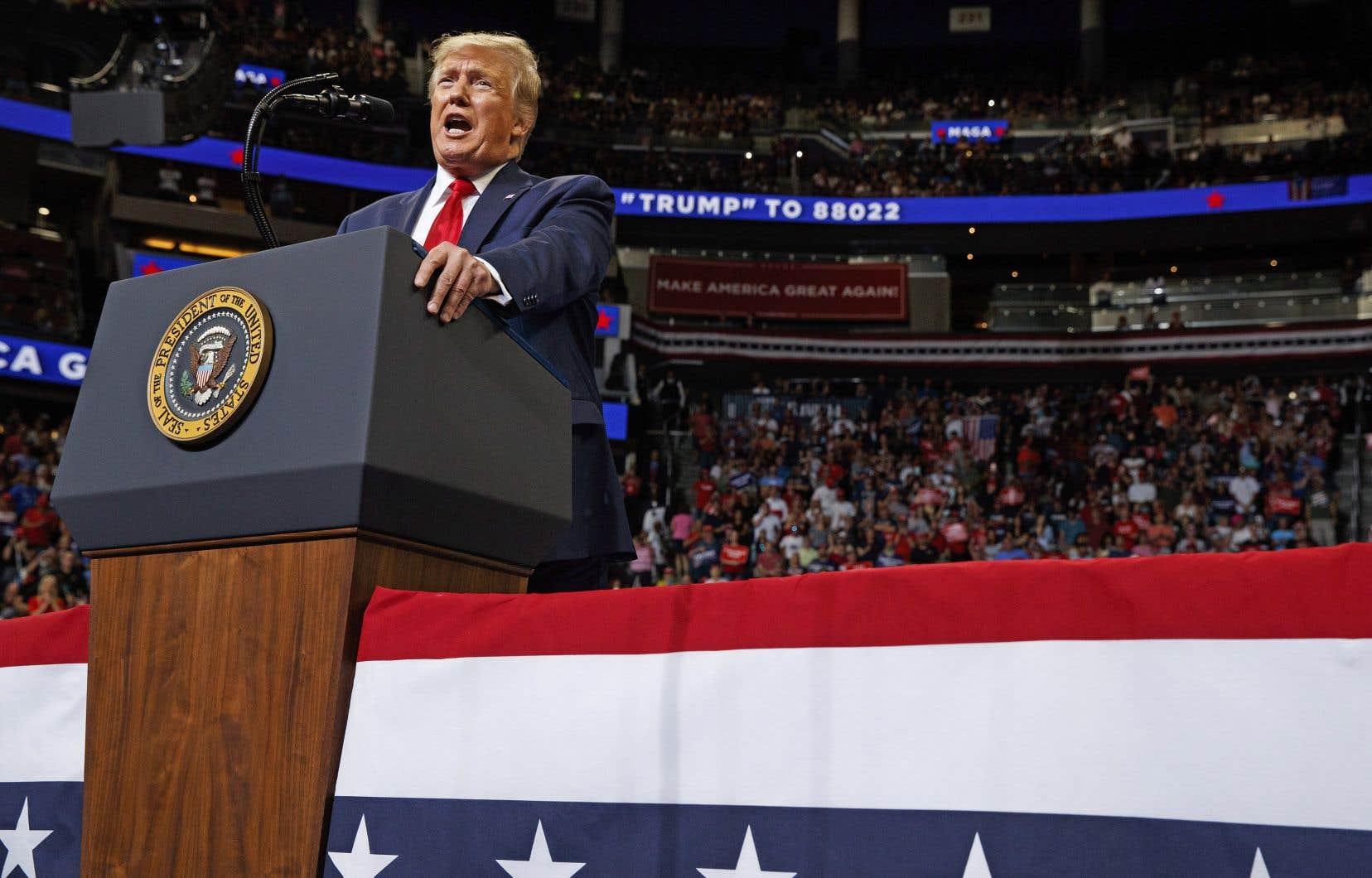 Déclenchant les cris de joie de ses milliers de partisans, le président américain, Donald Trump, a annoncé officiellement mardi soir qu'il démarrait sa campagne pour décrocher un second mandat en novembre 2020.