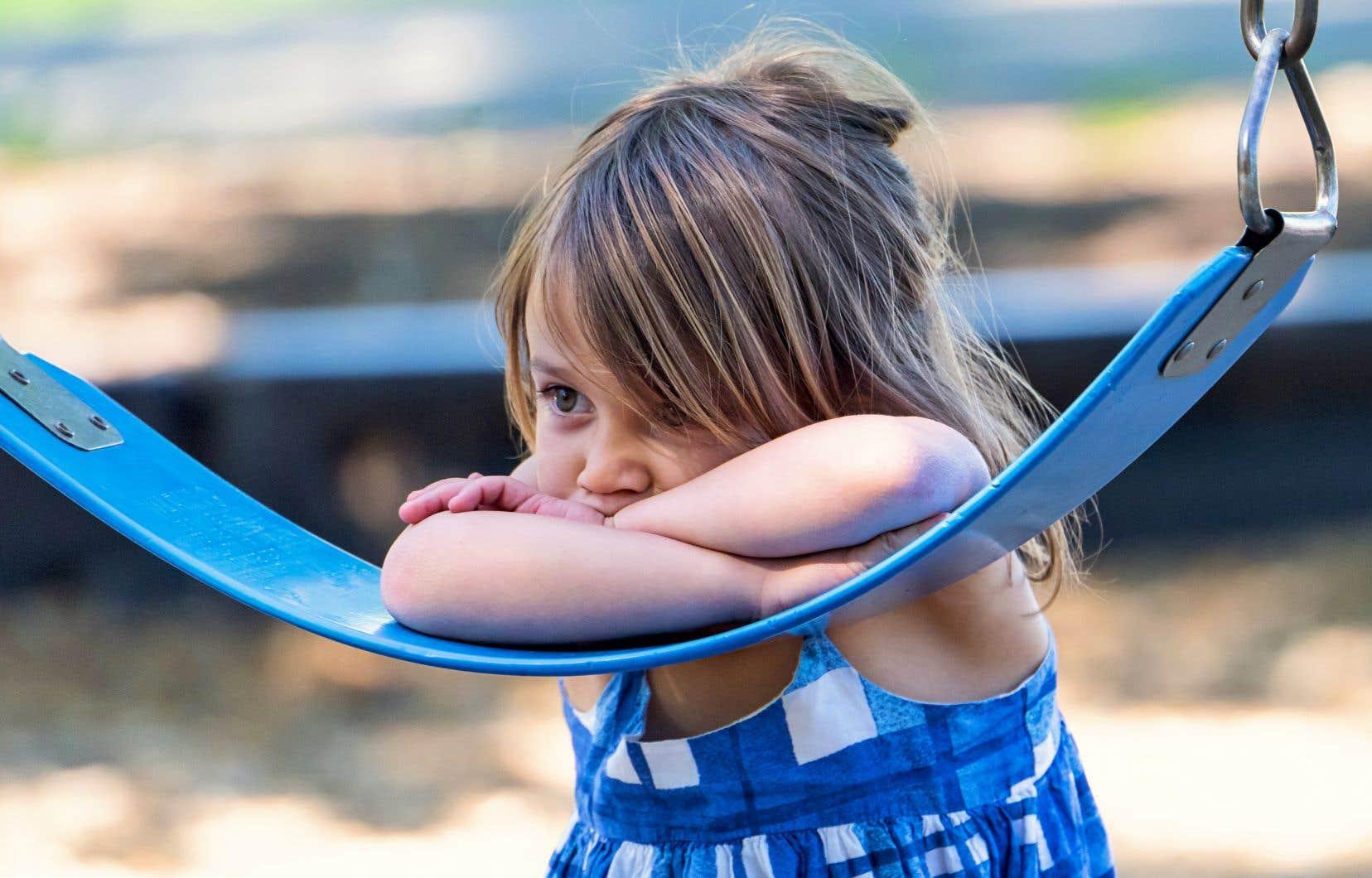Selon la directrice de l'Observatoire des tout-petits, il ne faut pas sous-estimer l'impact sur les enfants de se faire crier après, de se faire menacer d'être abandonné, de se faire humilier ou traiter de stupide ou paresseux. Cela aura un impact sur son estime de soi et son développement.