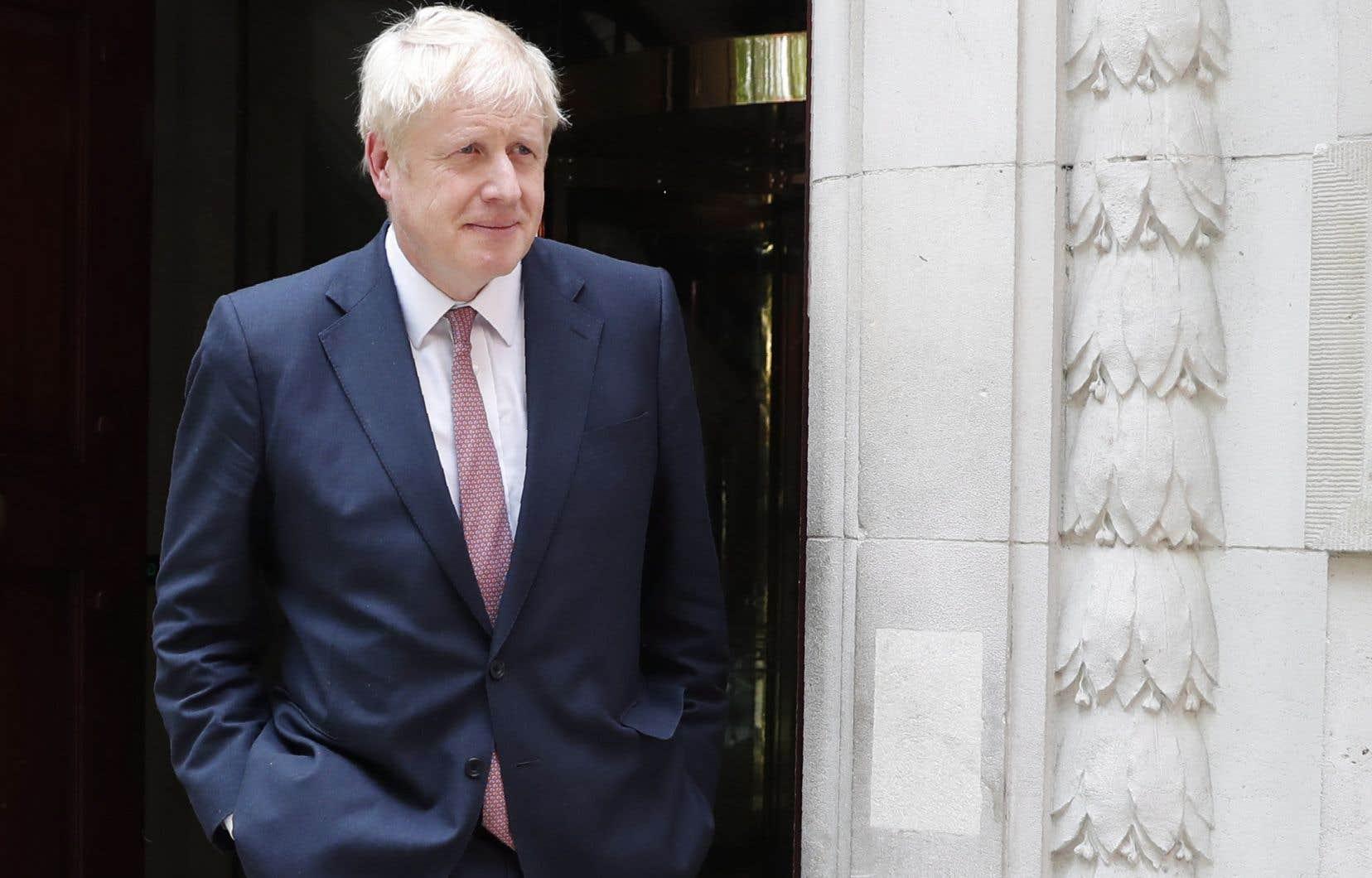 Politicien habile et charismatique à l'ambition dévorante, Boris Johnson jouit du soutien de nombreux militants de la base du Parti conservateur, qui voient en lui le chef idoine pour remettre le Brexit sur les rails.